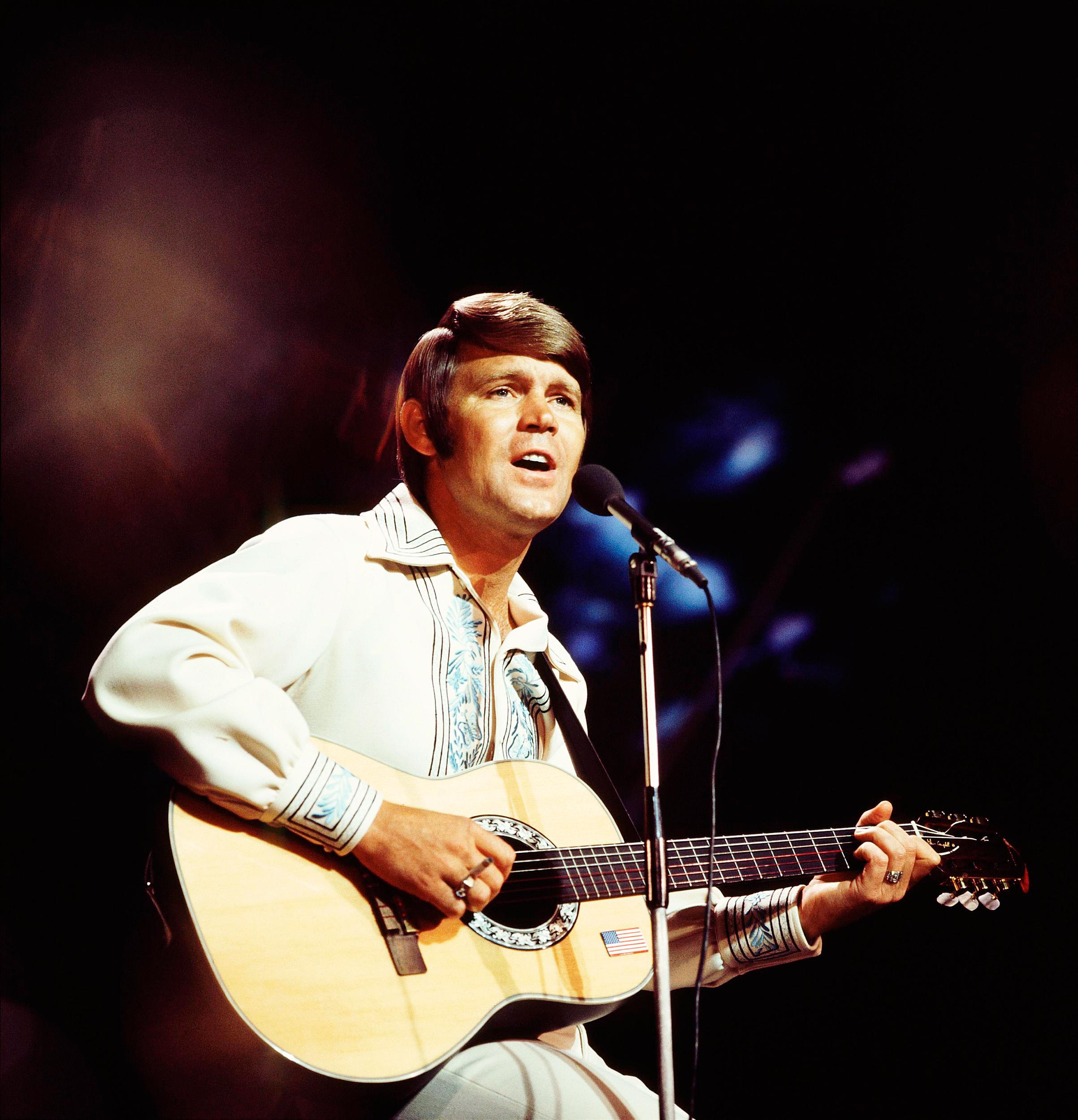 The Rhinestone Cowboy plays London in 1970