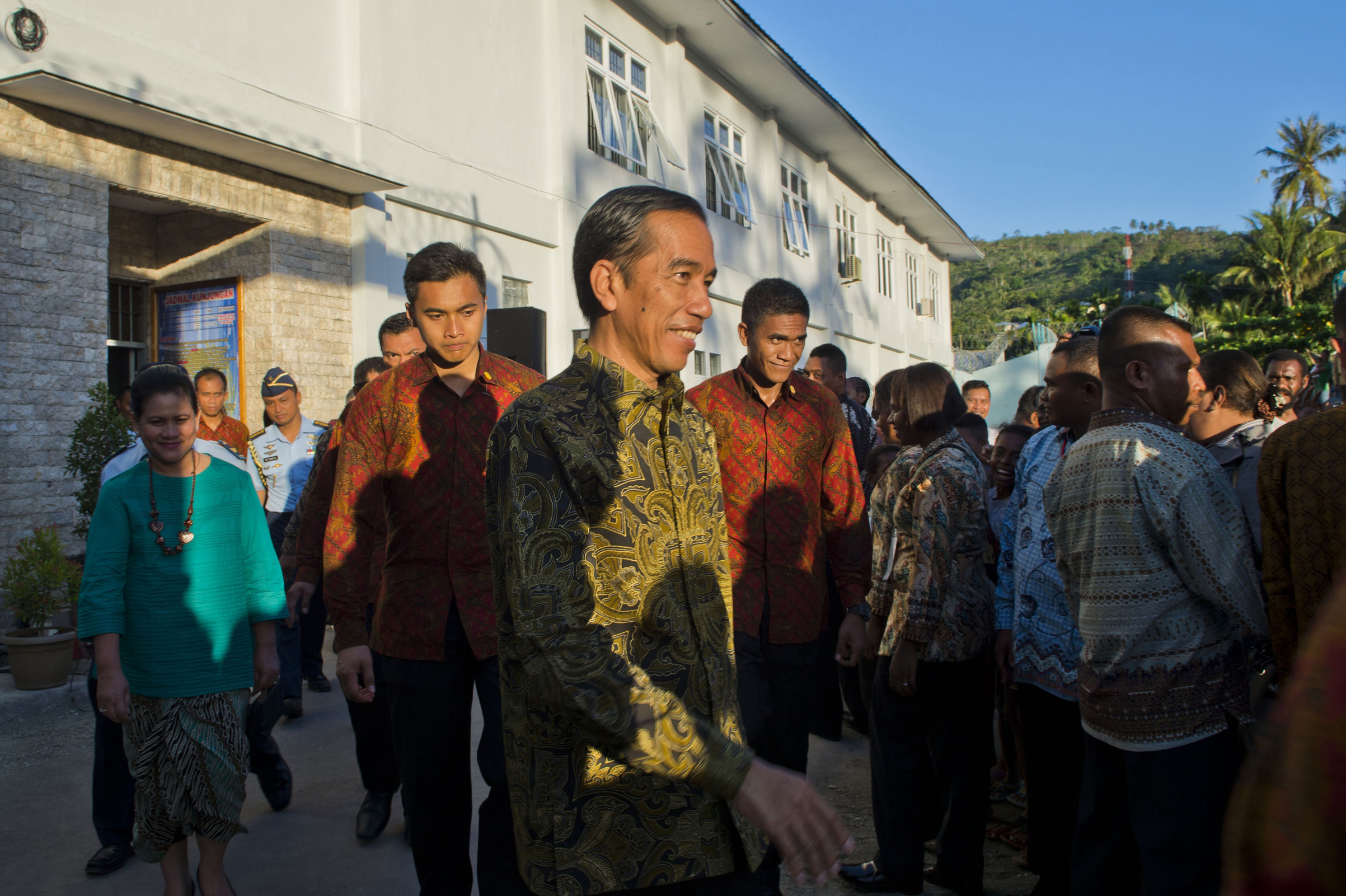 Indonesian President Joko Widodo departs after a ceremony to release political prisoners at Abepura prison located in Jayapura, in the eastern province of Papua, on May 9, 2015.