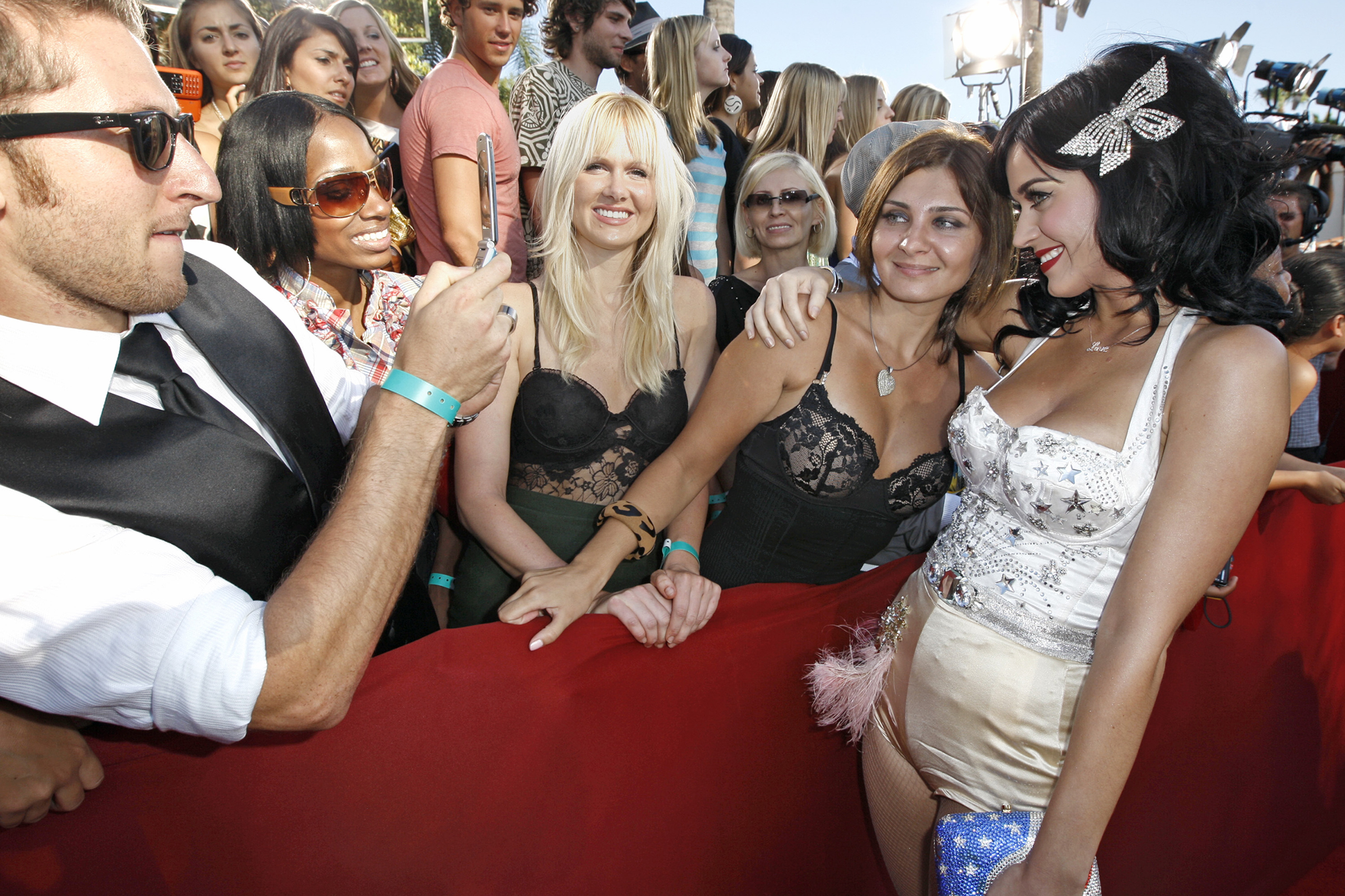 Katy Perry poses with a fan as she arrives at the 2008 MTV Video Music Awards held at Paramount Pictures Studio Lot in Los Angeles on, Sept. 7, 2008.