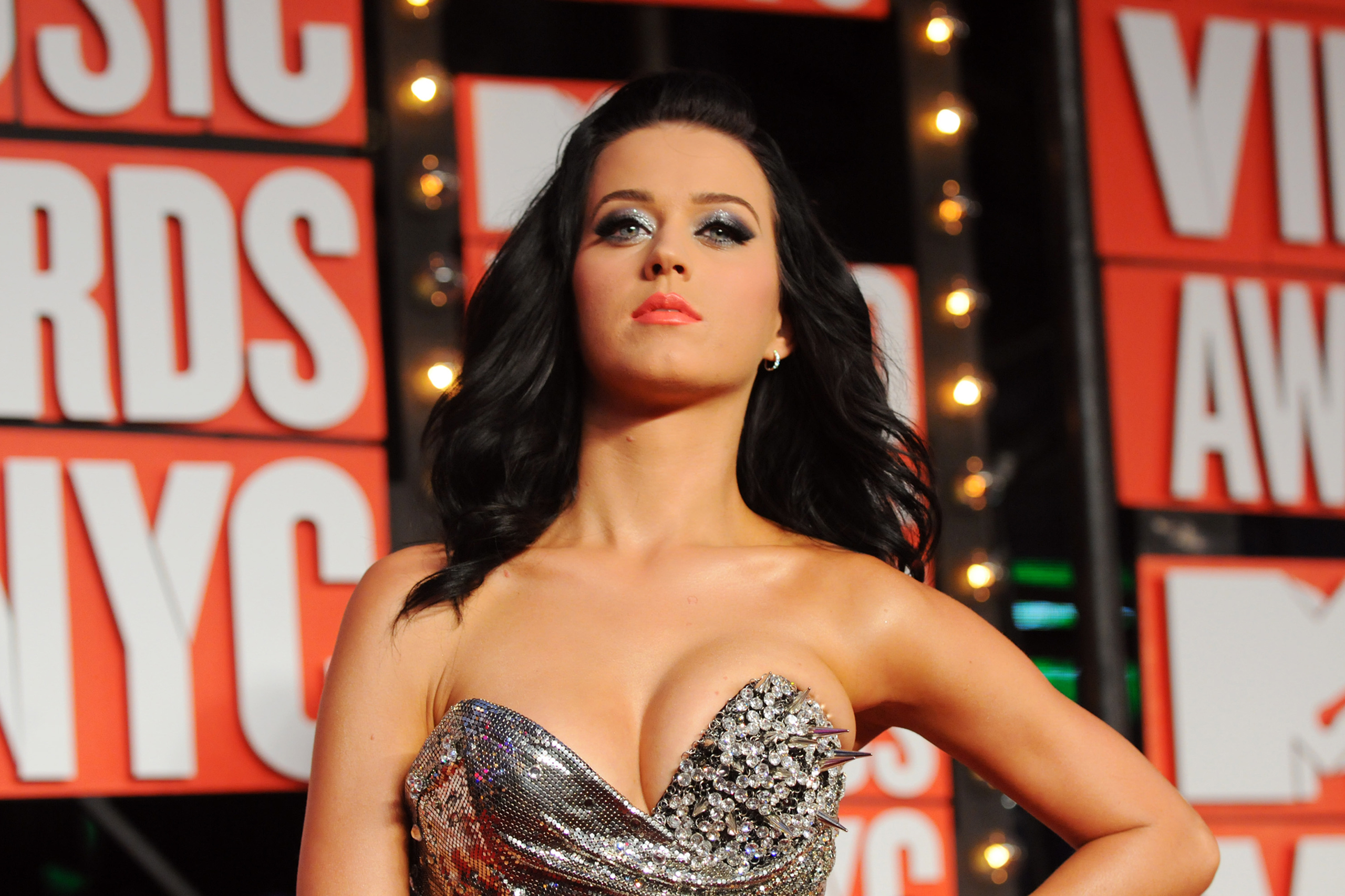 Singer Katy Perry arrives at the MTV Video Music Awards in New York, on Sept. 13, 2009.