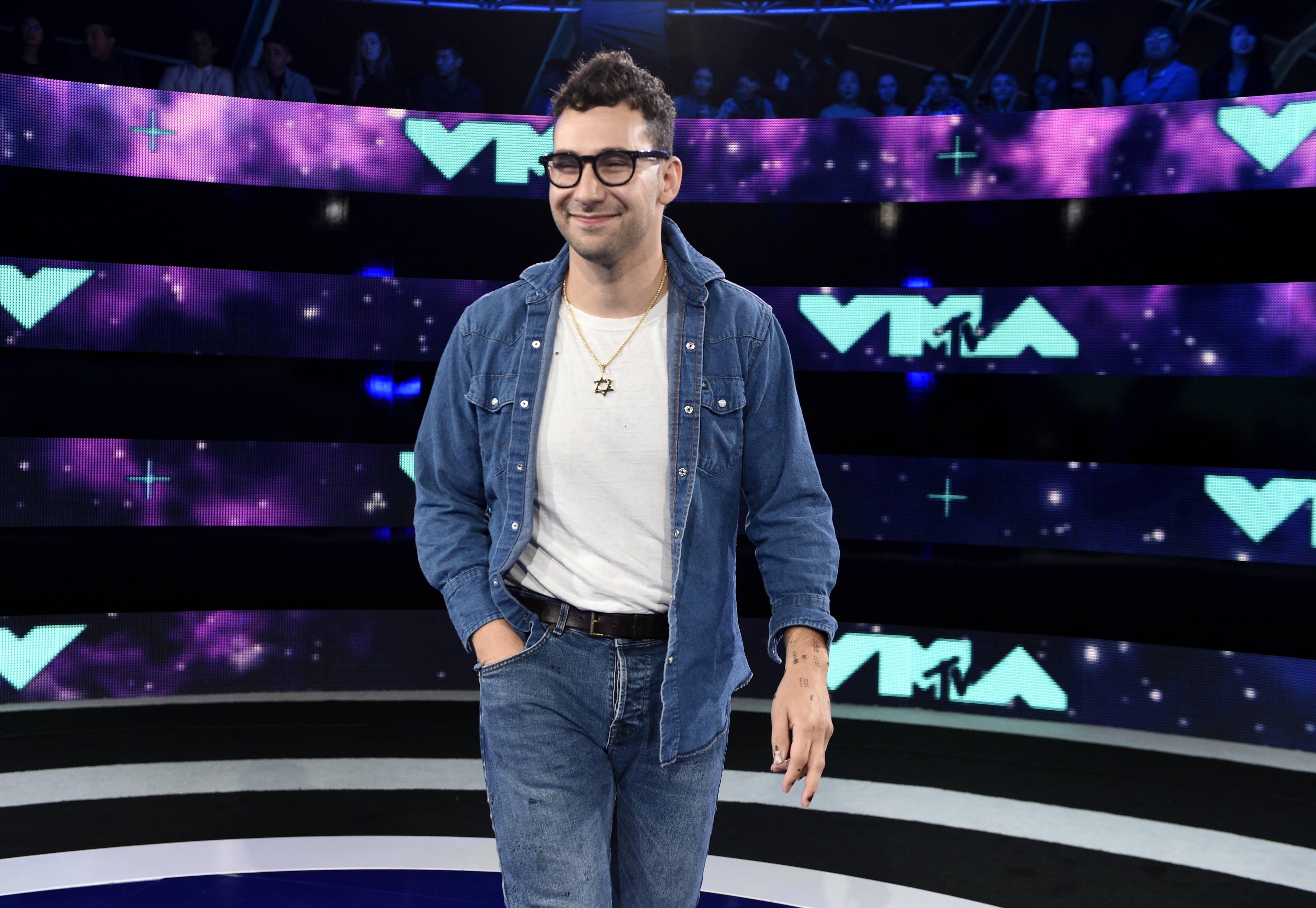 Jack Antonoff arrives at the MTV Video Music Awards at The Forum on Sunday, Aug. 27, 2017, in Inglewood, Calif.