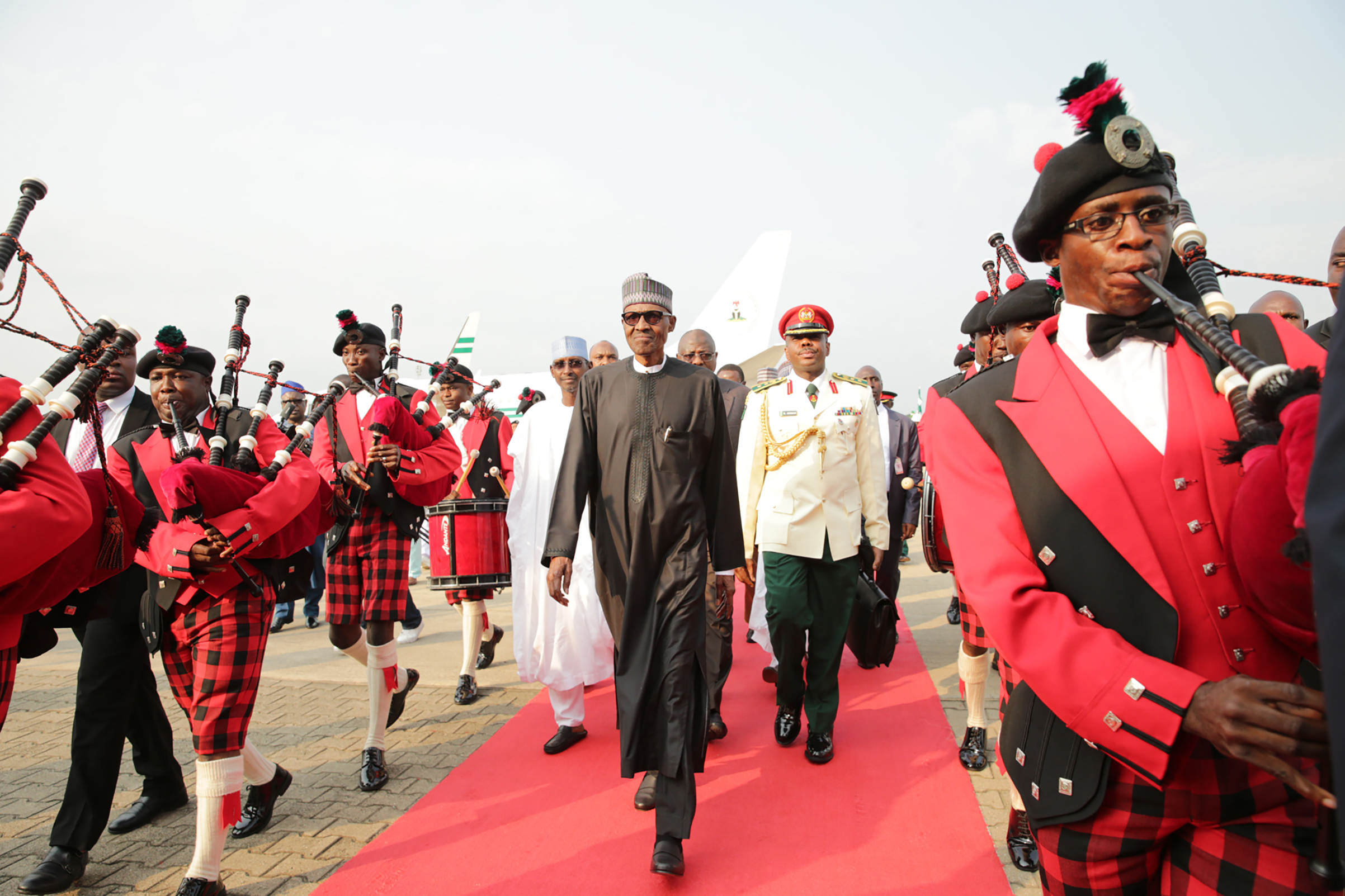 Ailing Nigerian President Mohammadu Buhari walks to the presidential lounge on his return back to the country in Abuja, on Aug. 19, 2017.