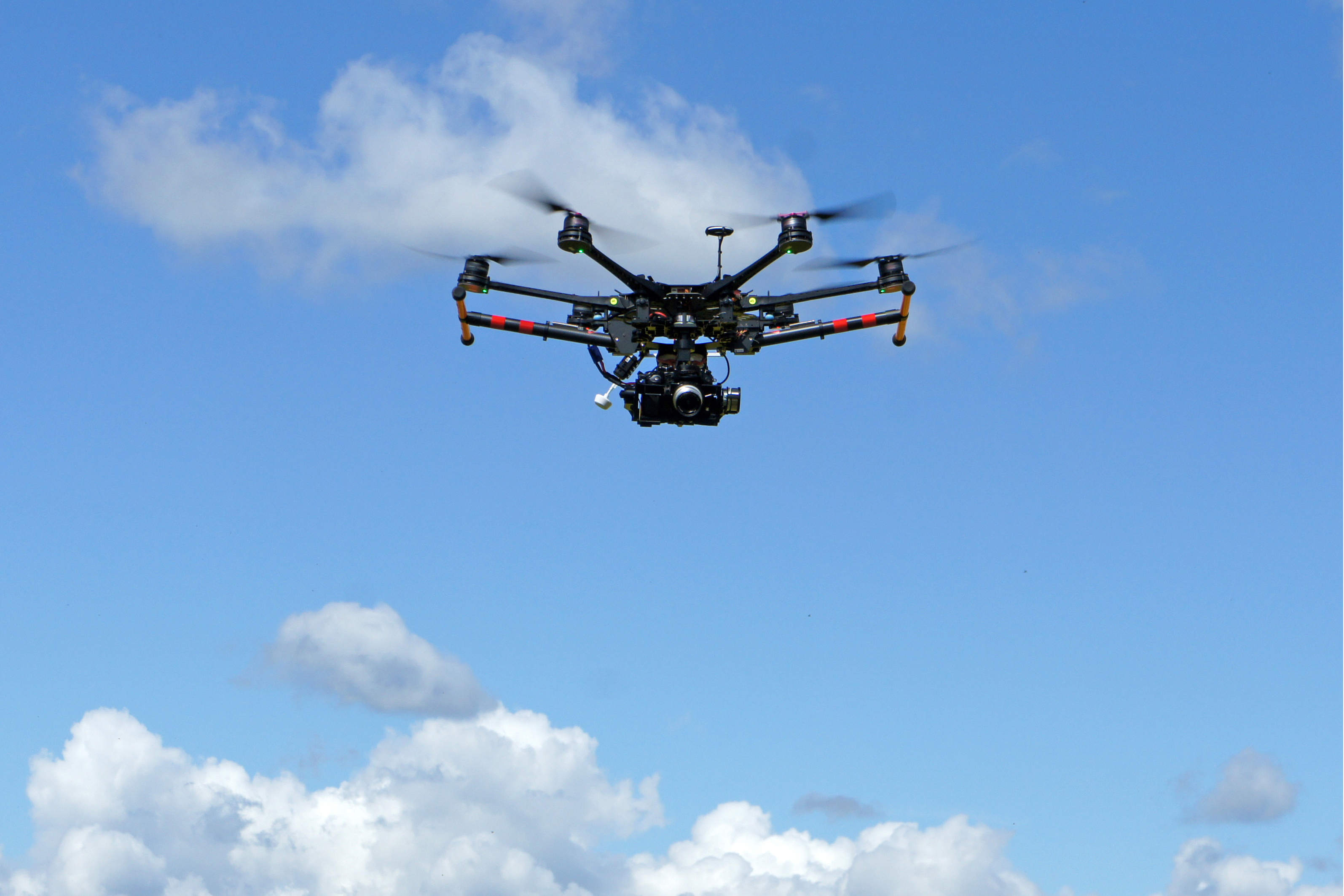 Flying drone with stabilised camera