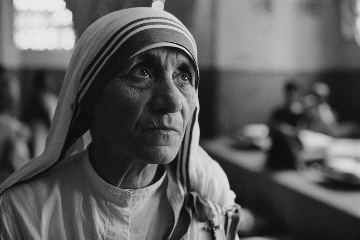 Albanian Roman Catholic nun and founder of the Missionaries of Charity, Mother Teresa (1910 - 1997) at a hospice for the destitute and dying in Kolkata (Calcutta), India, 1969.
