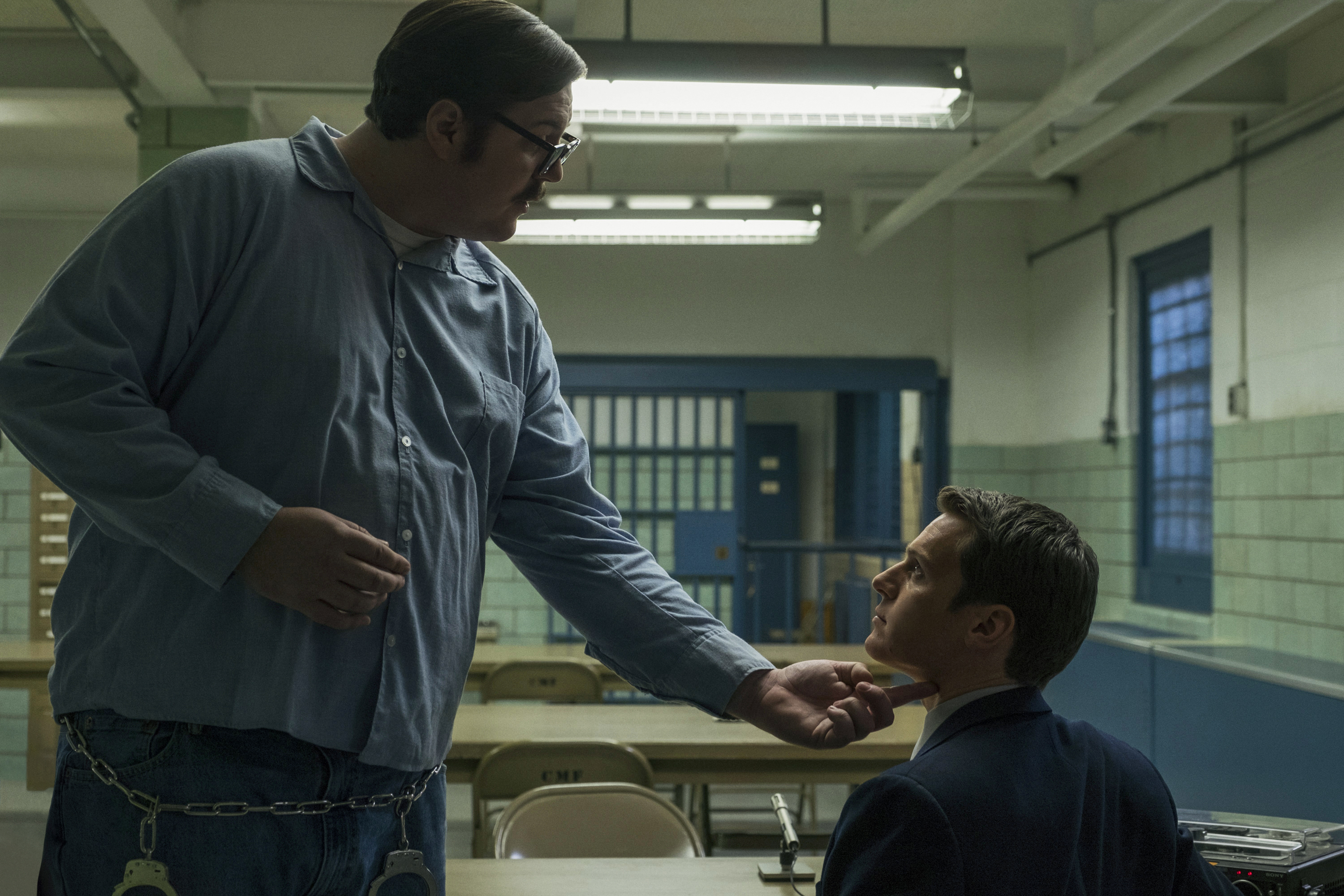 Cameron Britton and Jonathan Groff in Mindhunter