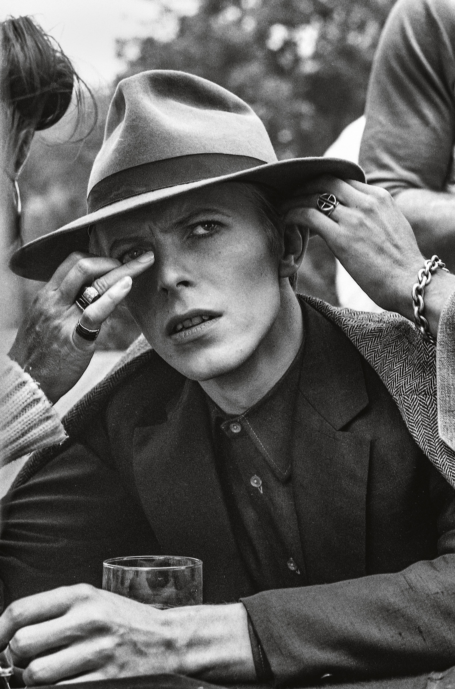 Behind the scenes of the 1976 Nic Roeg film 'The Man Who Fell To Earth' starring David Bowie.