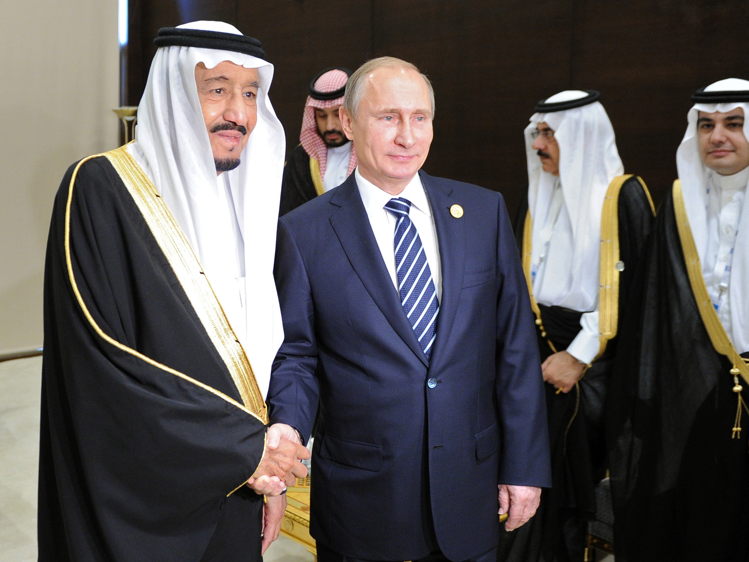 Russian President Vladimir Putin (C) shakes hands with Saudi King Salman bin Abdulaziz Al Saud during a meeting on the sidelines of the G20 summit in Antalya on Nov. 16, 2015