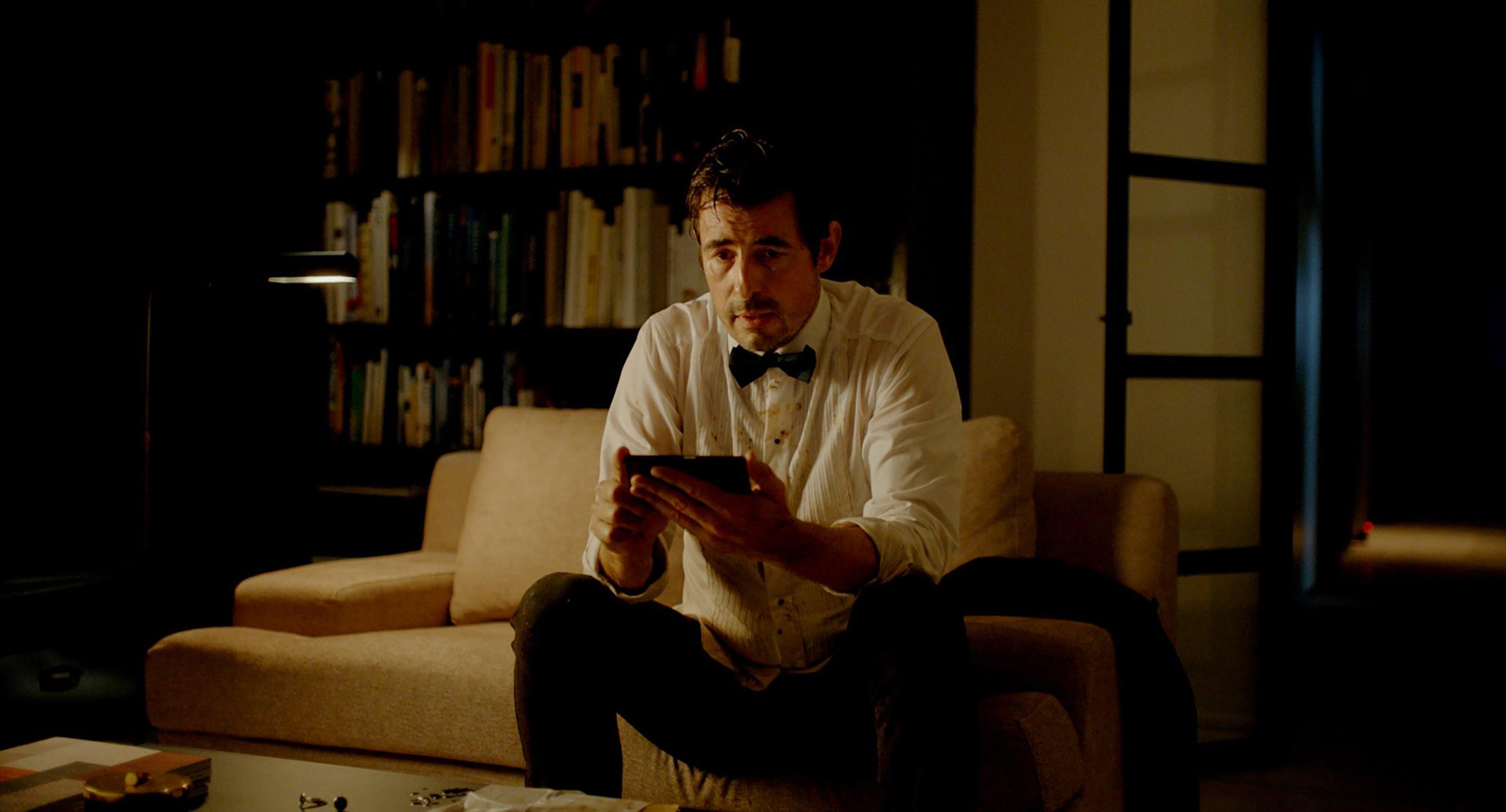 Bang in TheSquare: asdebonair as James Bond, but a lot more clueless