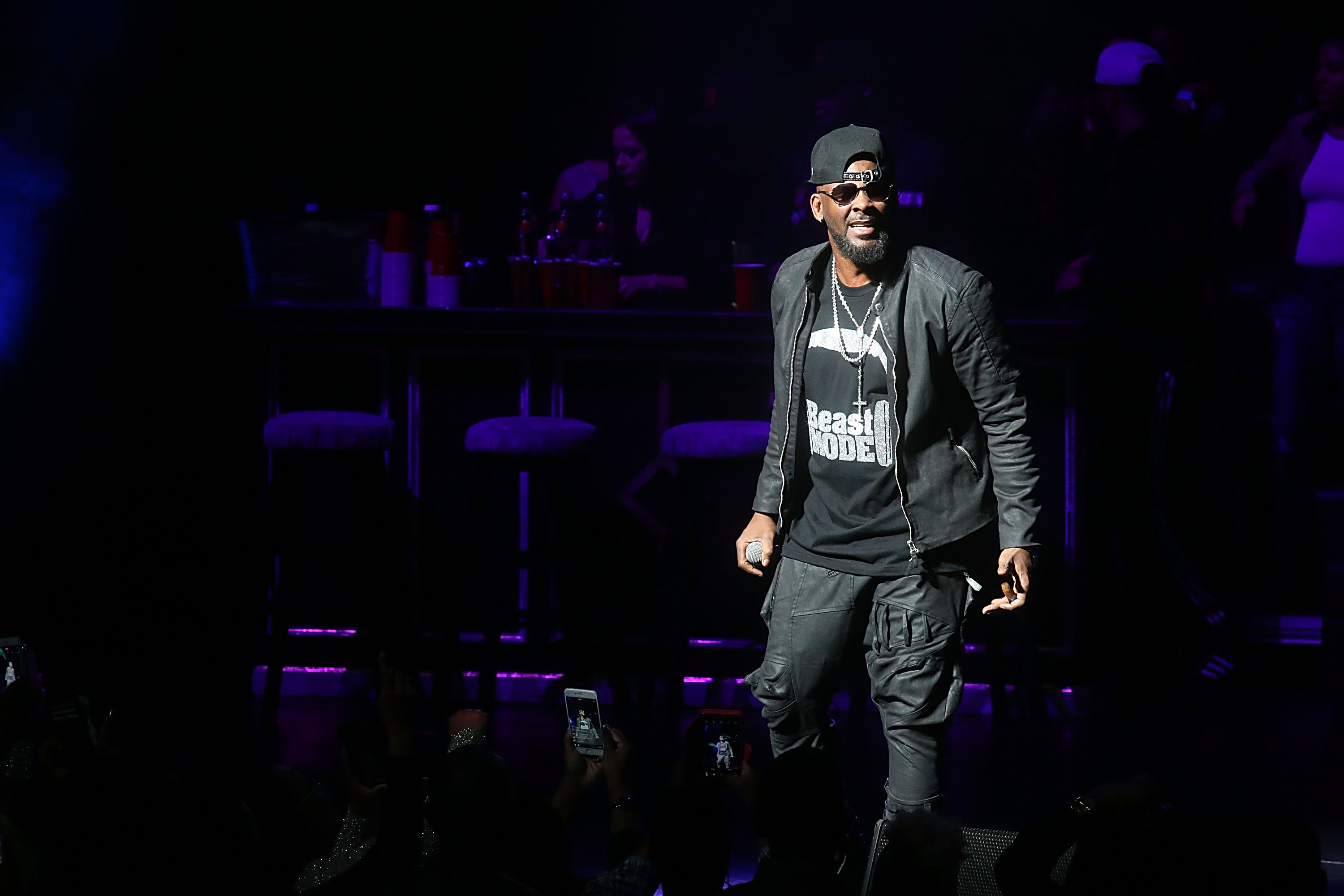 AUSTIN, TEXAS - MARCH 03: R. Kelly performs in concert at The Bass Concert Hall on March 3, 2017 in Austin, Texas. (Photo by Gary Miller/Getty Images)