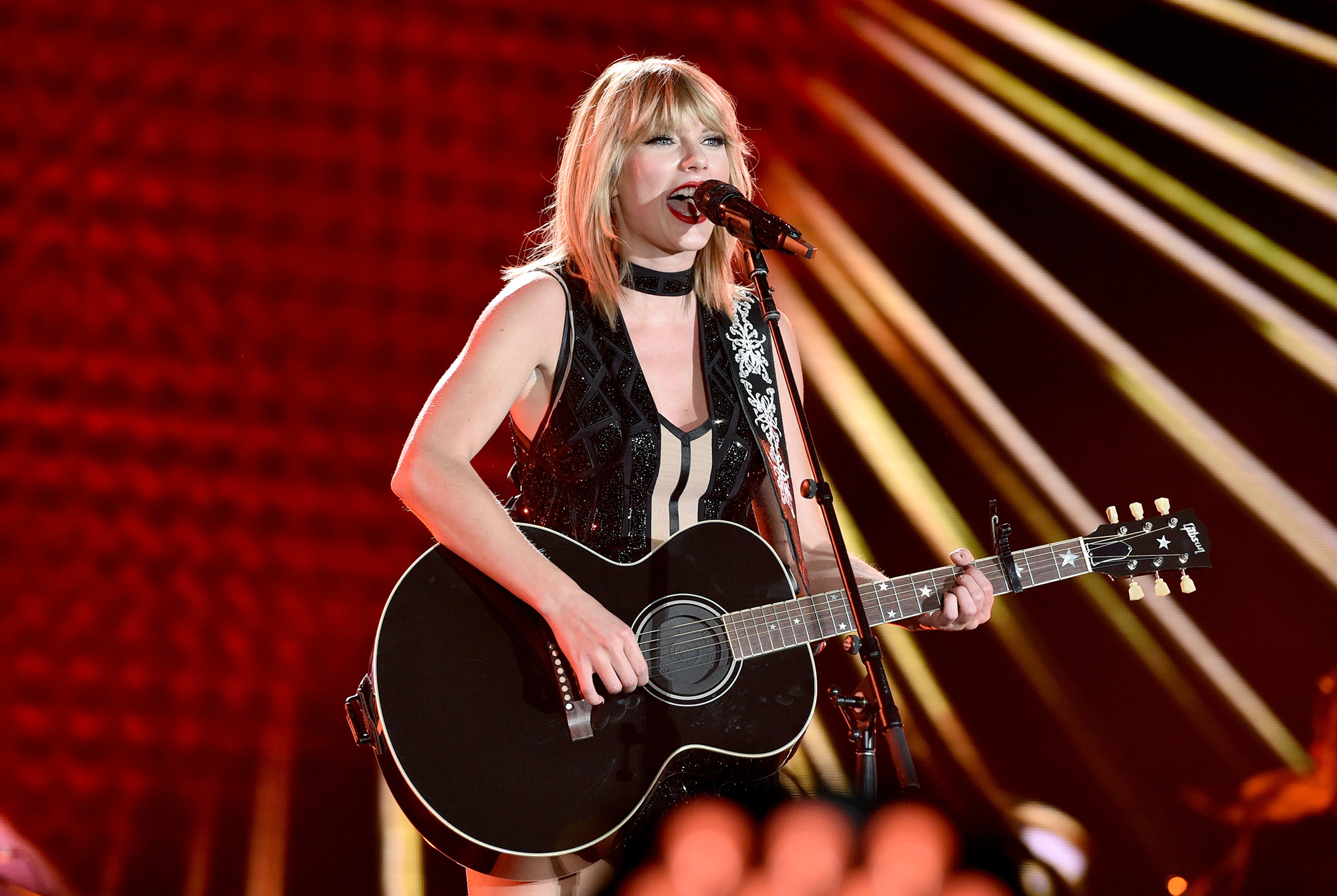 Taylor Swift Says Tom Petty Made Her Want To Play Guitar Time