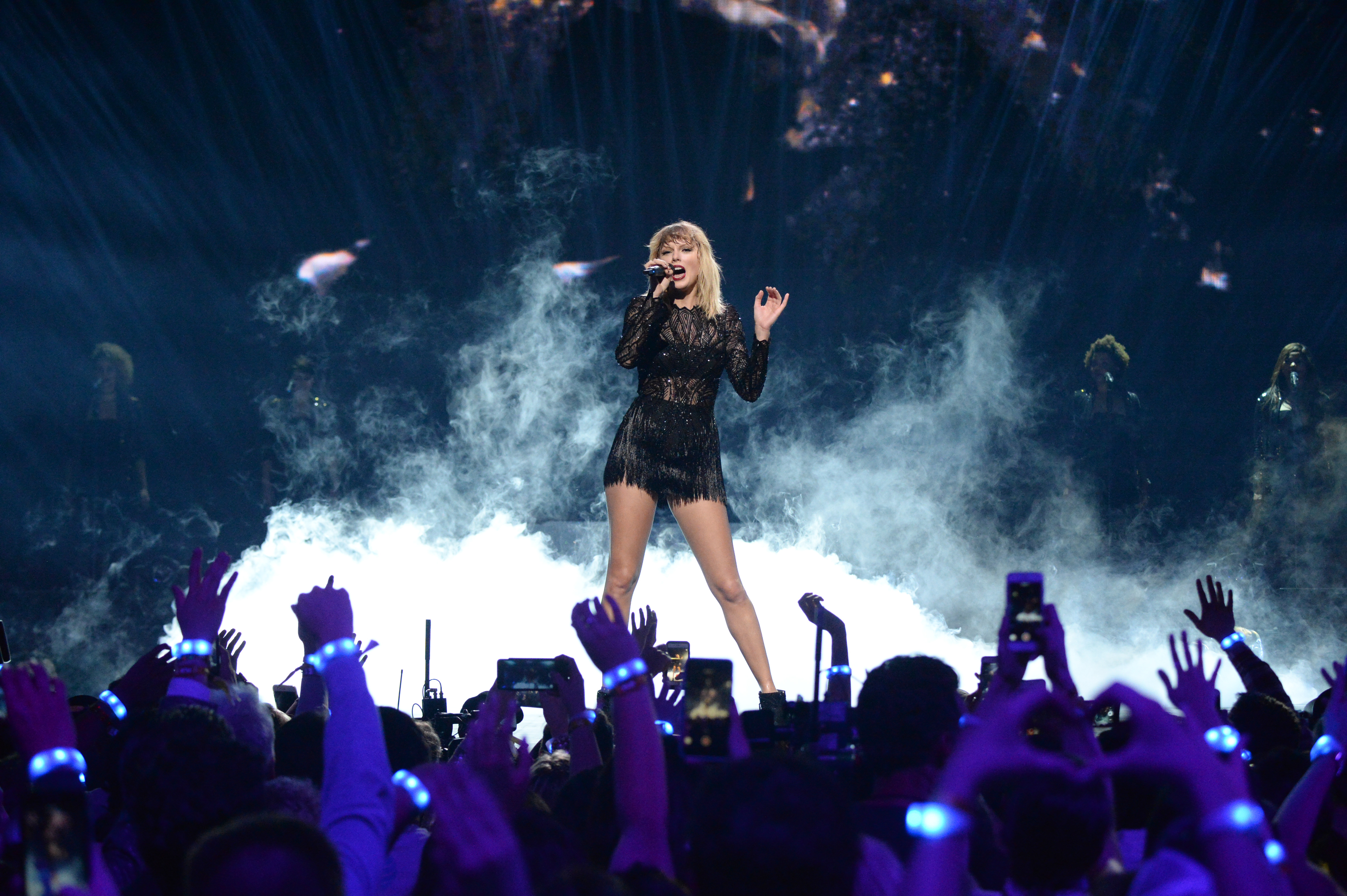 HOUSTON, TX - FEB. 04: Musician Taylor Swift performs onstage during the 2017 DIRECTV NOW Super Saturday Night Concert