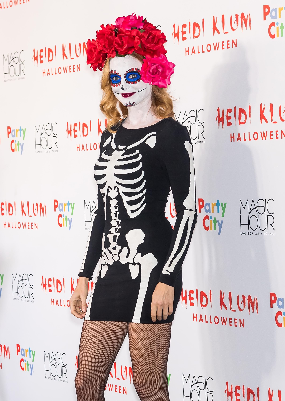 Heather Graham paid tribute to Dios de Los Muertos with a La Catrina costume