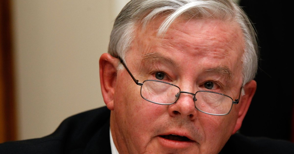 Rep. Joe Barton, embarrassed by nude photo online, to retire