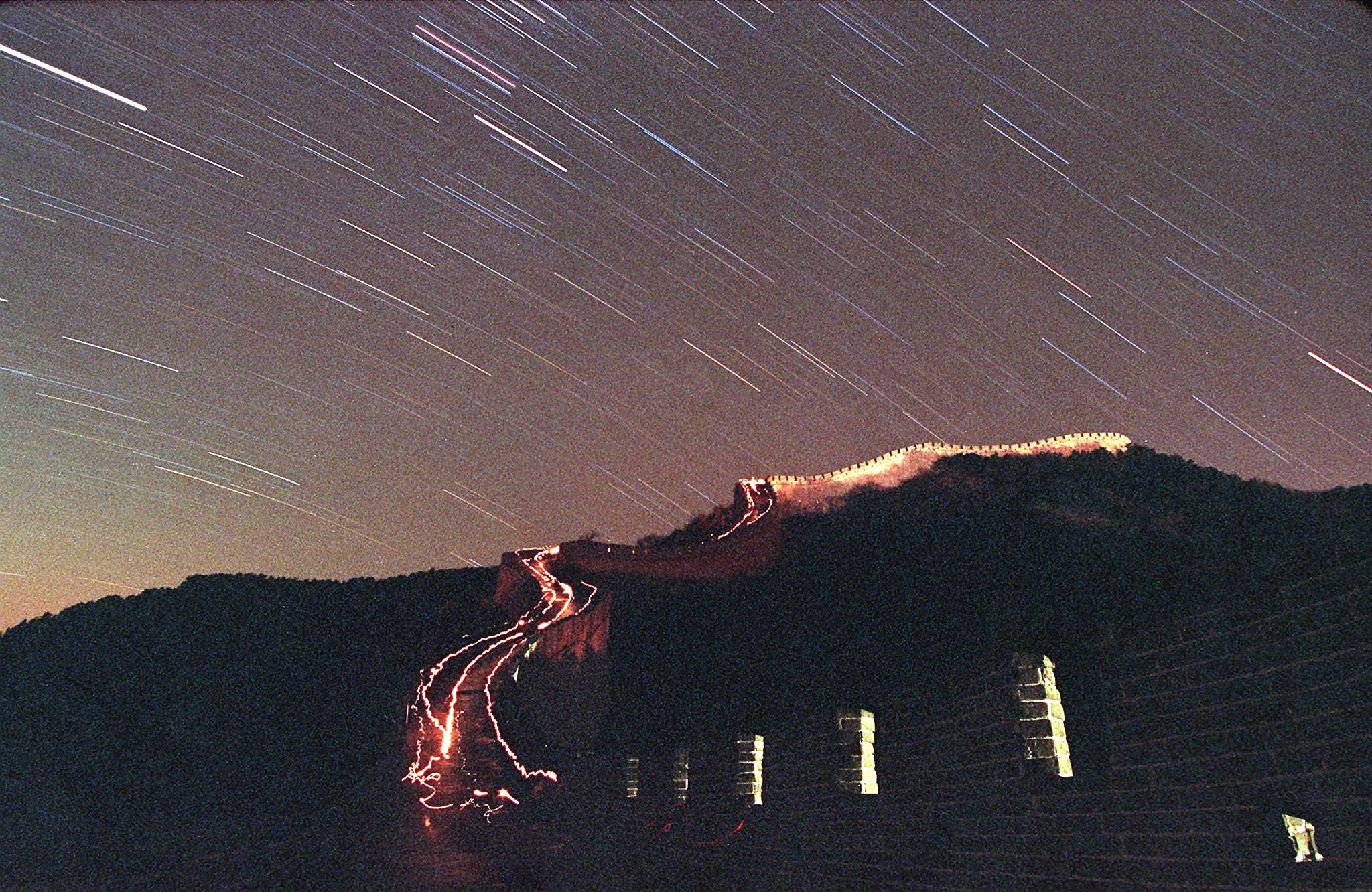 The Leonid meteor shower lights up the sky above China's Great Wall