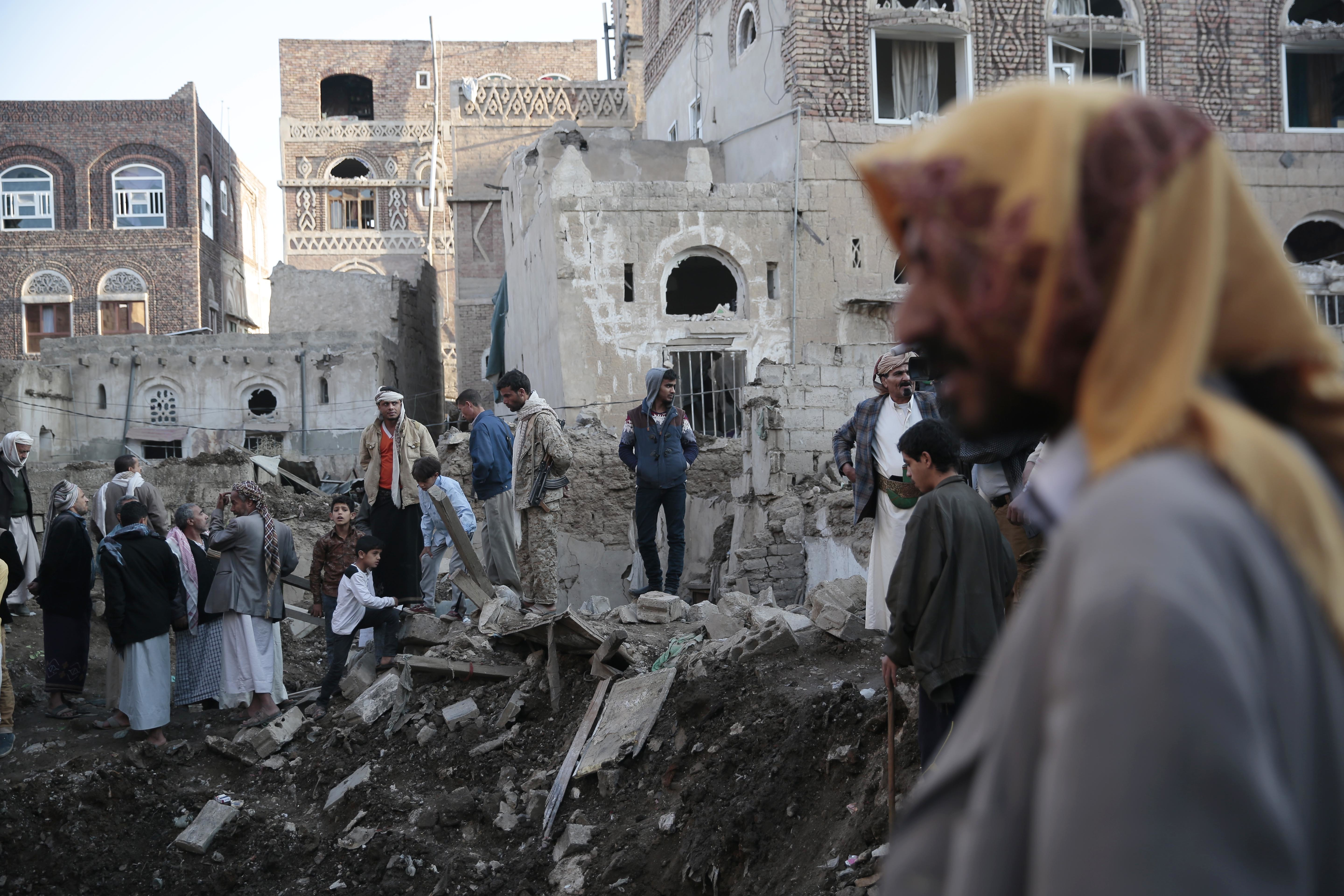 People search through the rubble of houses at the site of a Saudi-led airstrike near Yemen's Defense Ministry complex in Sanaa, Yemen, on Nov. 11, 2017.