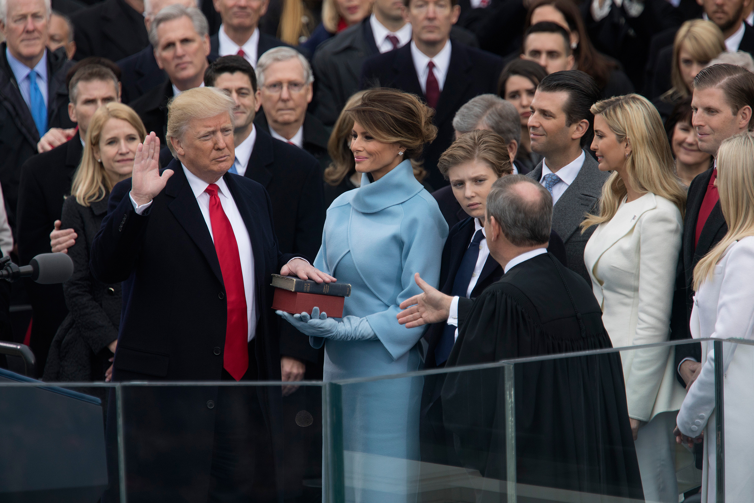 Chief Justice John Roberts administers the oath of office to Trump in 2017. (Christopher Morris)