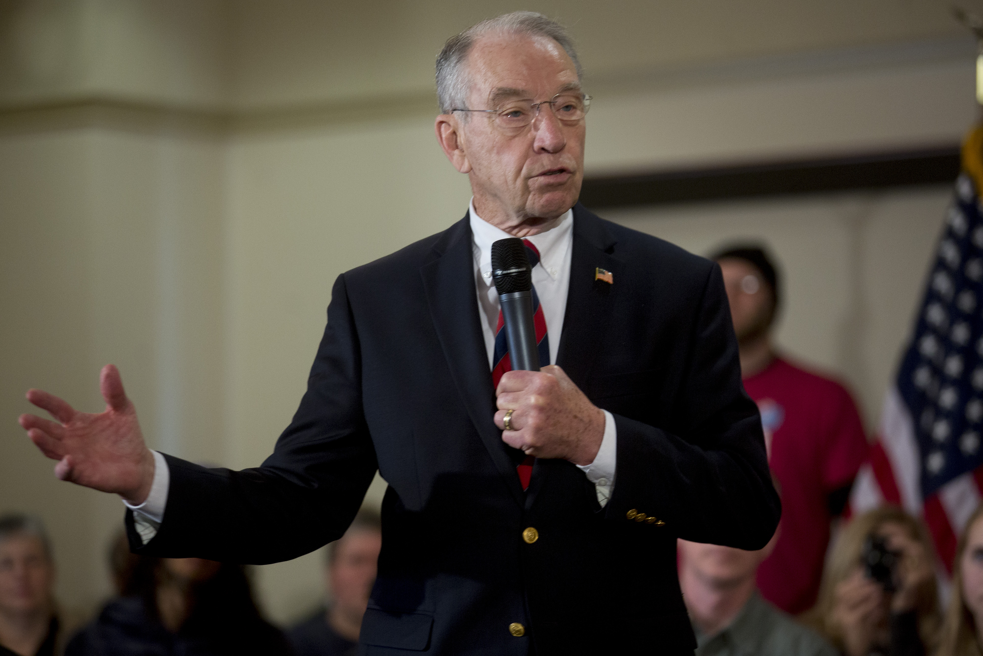 Senator Charles  Chuck  Grassley, a Republican from Iowa, left, speaks while introducing John Kasich, governor of Ohio and 2016 Republican presidential candidate, not pictured, during a town hall meeting at the National Czech and Slovak Museum and Library in Cedar Rapids, Iowa, U.S., on Friday, Jan. 29, 2016.
