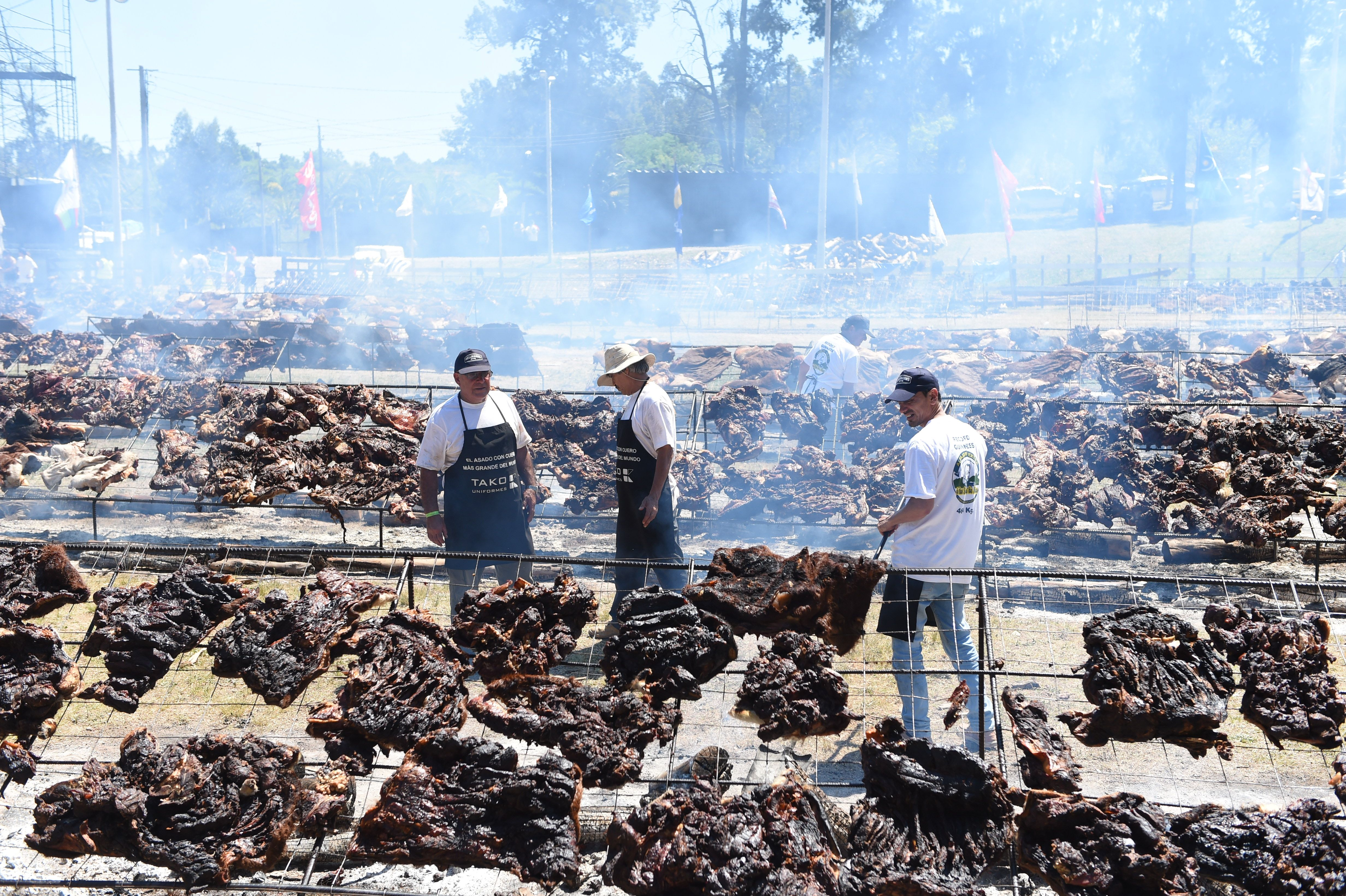 A total of 16,500 kg of beef are grilled in an attempt to break the Guinness record for  The World' s Biggest Barbecue  in Minas, Uruguay on Dec. 10, 2017.