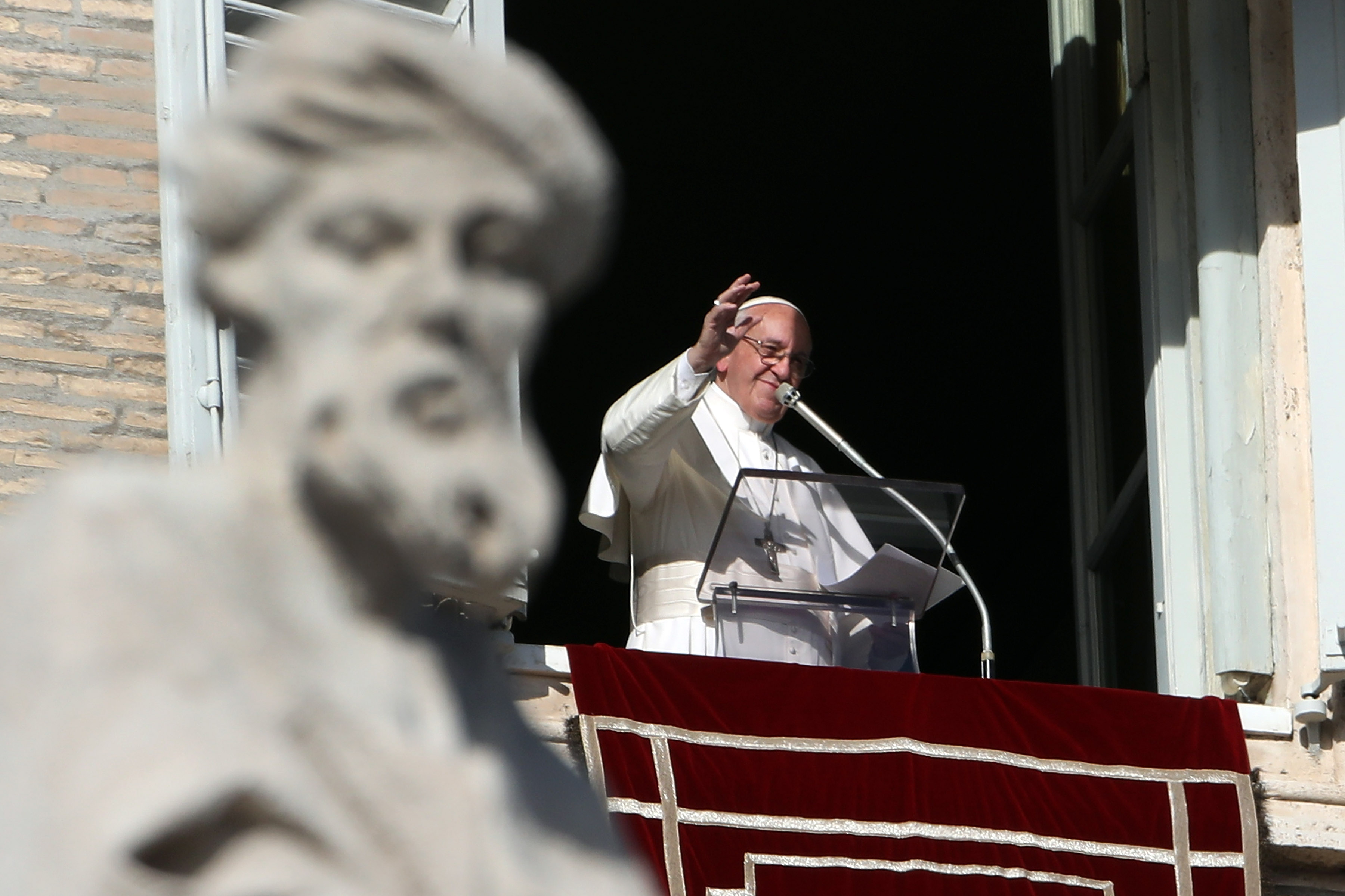 VATICAN CITY, VATICAN - DECEMBER 17:  Pope Francis delivers his Sunday Angelus blessing in St. Peter's Square on December 17, 2017 in Vatican City, Vatican. Pope Francis today turns 81 years old.  (Photo by Franco Origlia/Getty Images)
