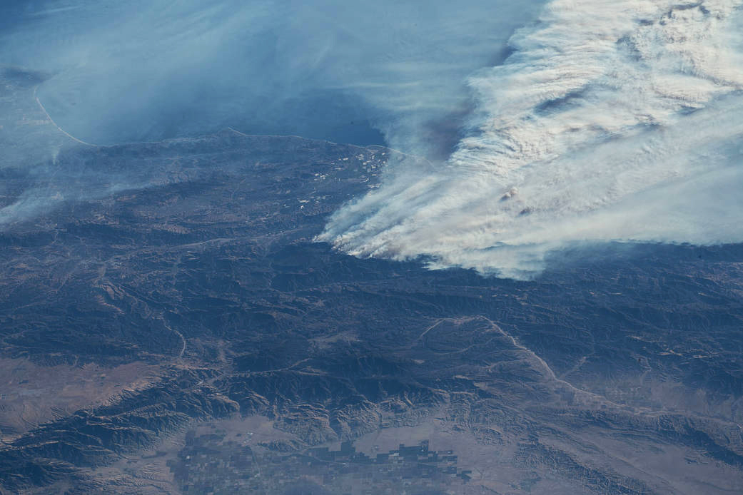 iss053e317751 (Dec. 6, 2017) --- Expedition 53 Commander Randy Bresnik aboard the International Space Station took this photo of the California wildfires in the Los Angeles on Dec. 6, 2017.