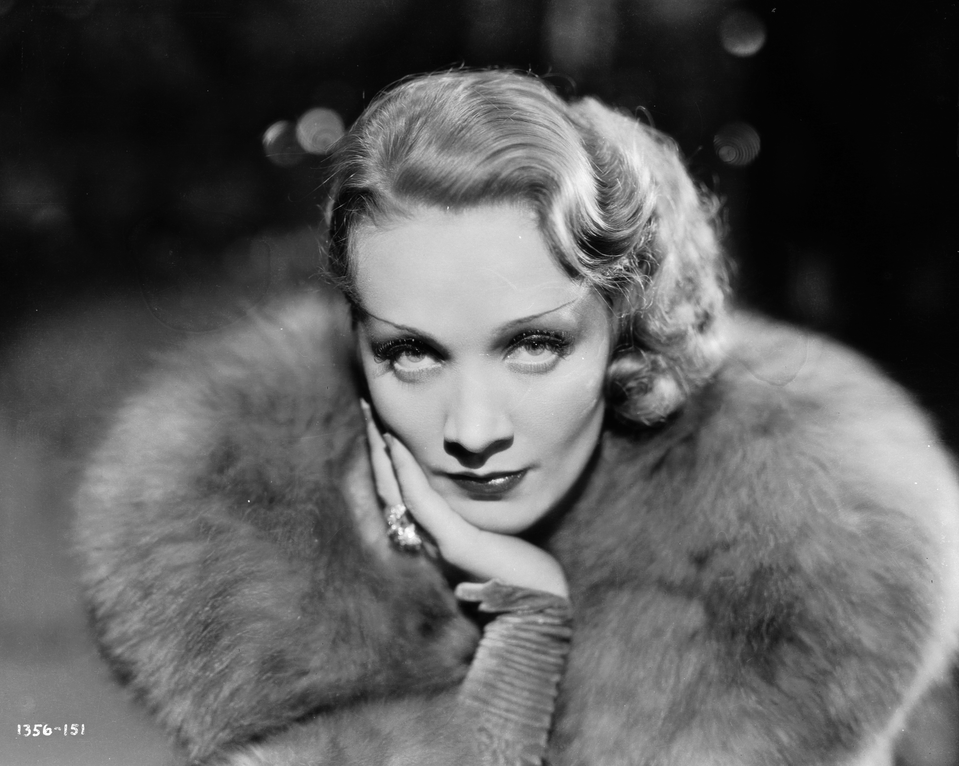 Marlene Dietrich as Madeline or Shanghai Lily in the film 'Shanghai Express', directed by Josef von Sternberg.