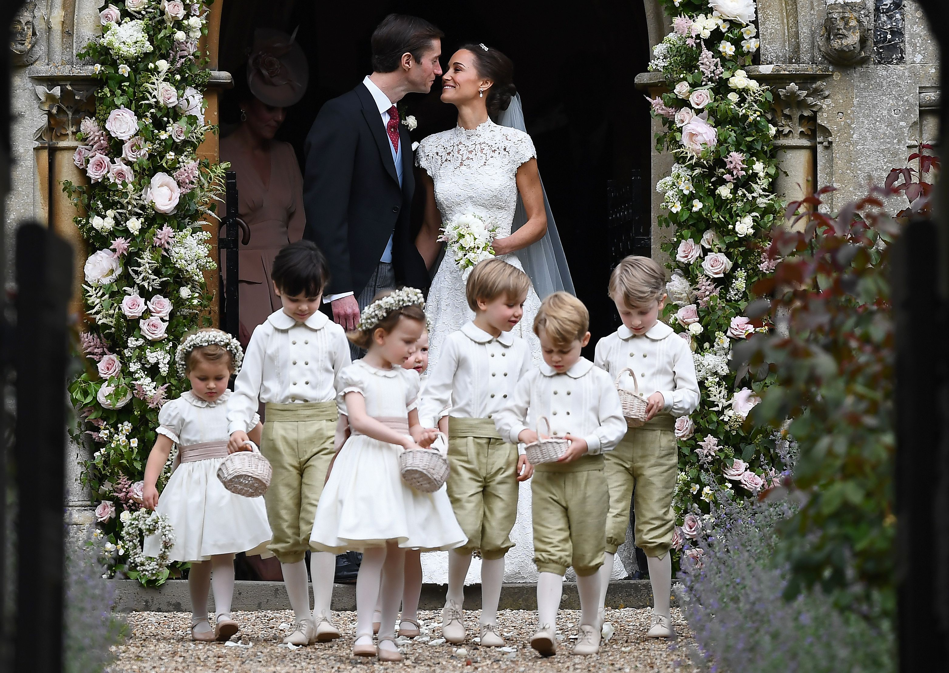 TOPSHOT-BRITAIN-ROYALS-PEOPLE-MIDDLETON-MARRIAGE