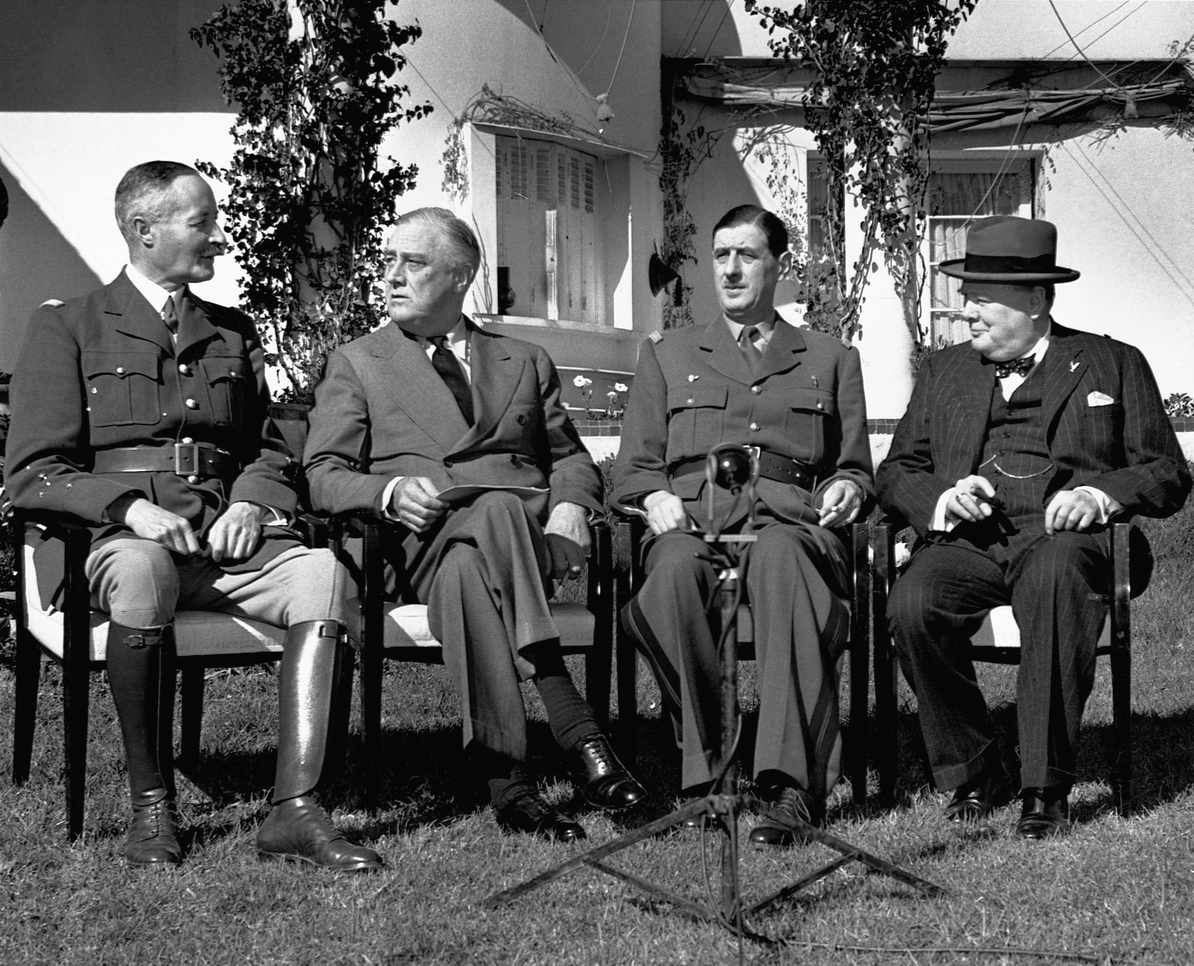 (L-R) General Henri Giraud, Franklin Delano Roosevelt, Charles de Gaulle, and Winston Churchill at the Casablanca Conference in 1943.