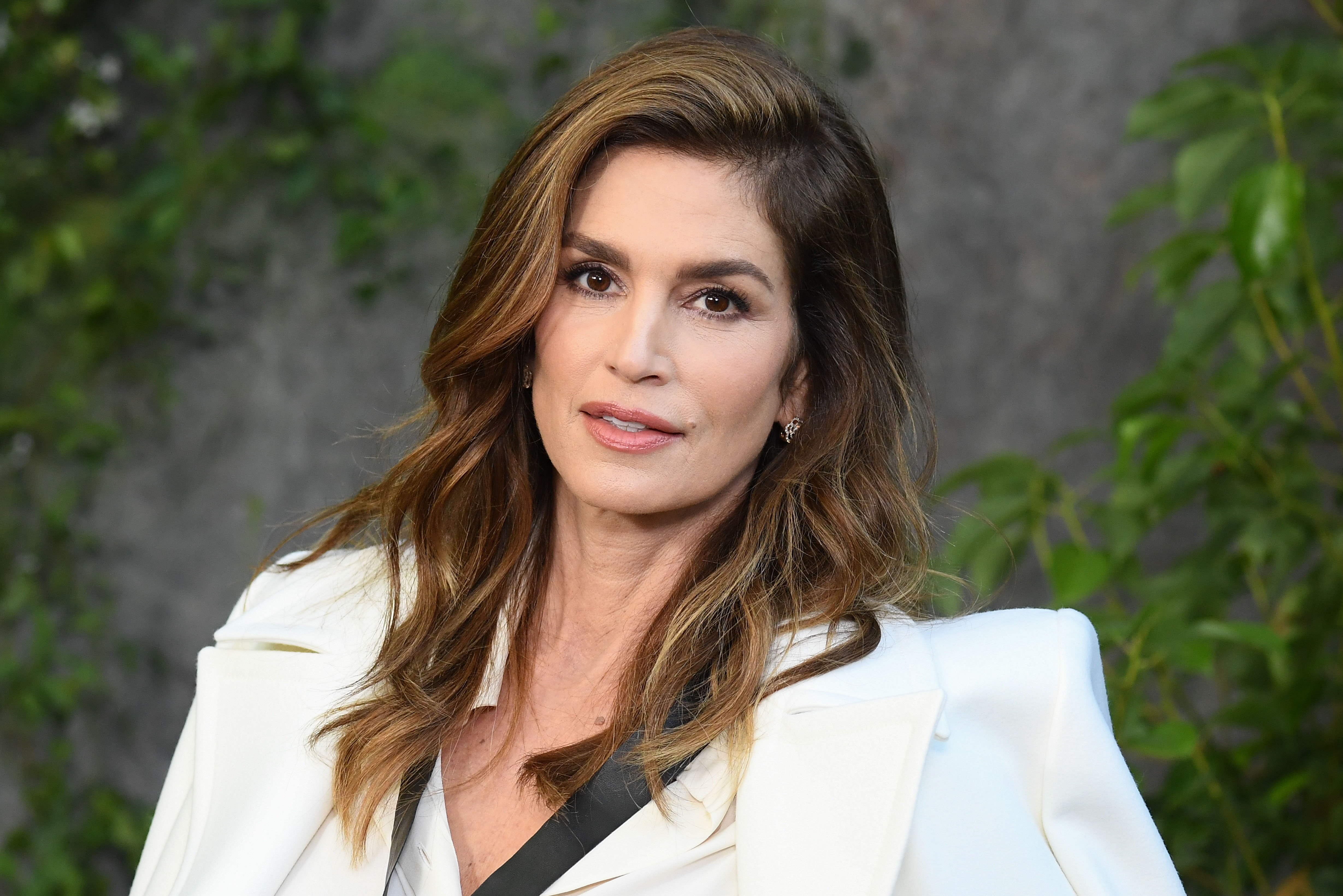 Cindy Crawford attends the Chanel show as part of the Paris Fashion Week Womenswear Spring/Summer 2018 at  on October 3, 2017 in Paris, France.