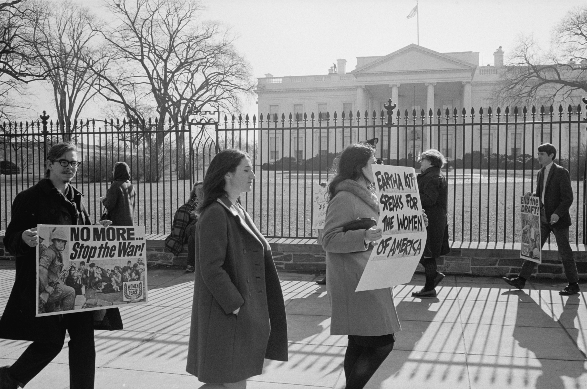 Anti-war demonstrators picketing in front of the White House on Jan. 19, 1968.