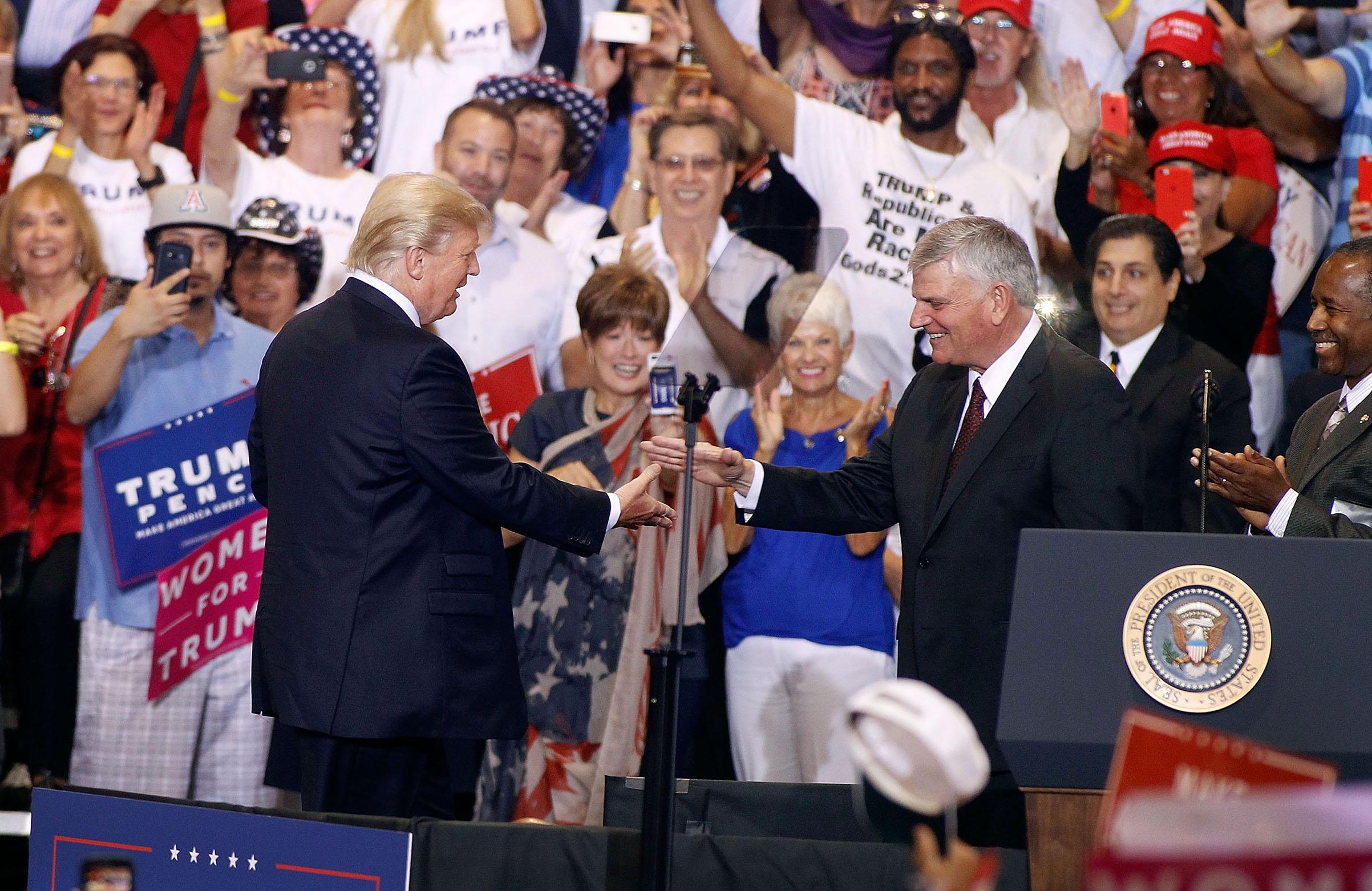 Trump greets Franklin at a campaign event in Arizona in 2017