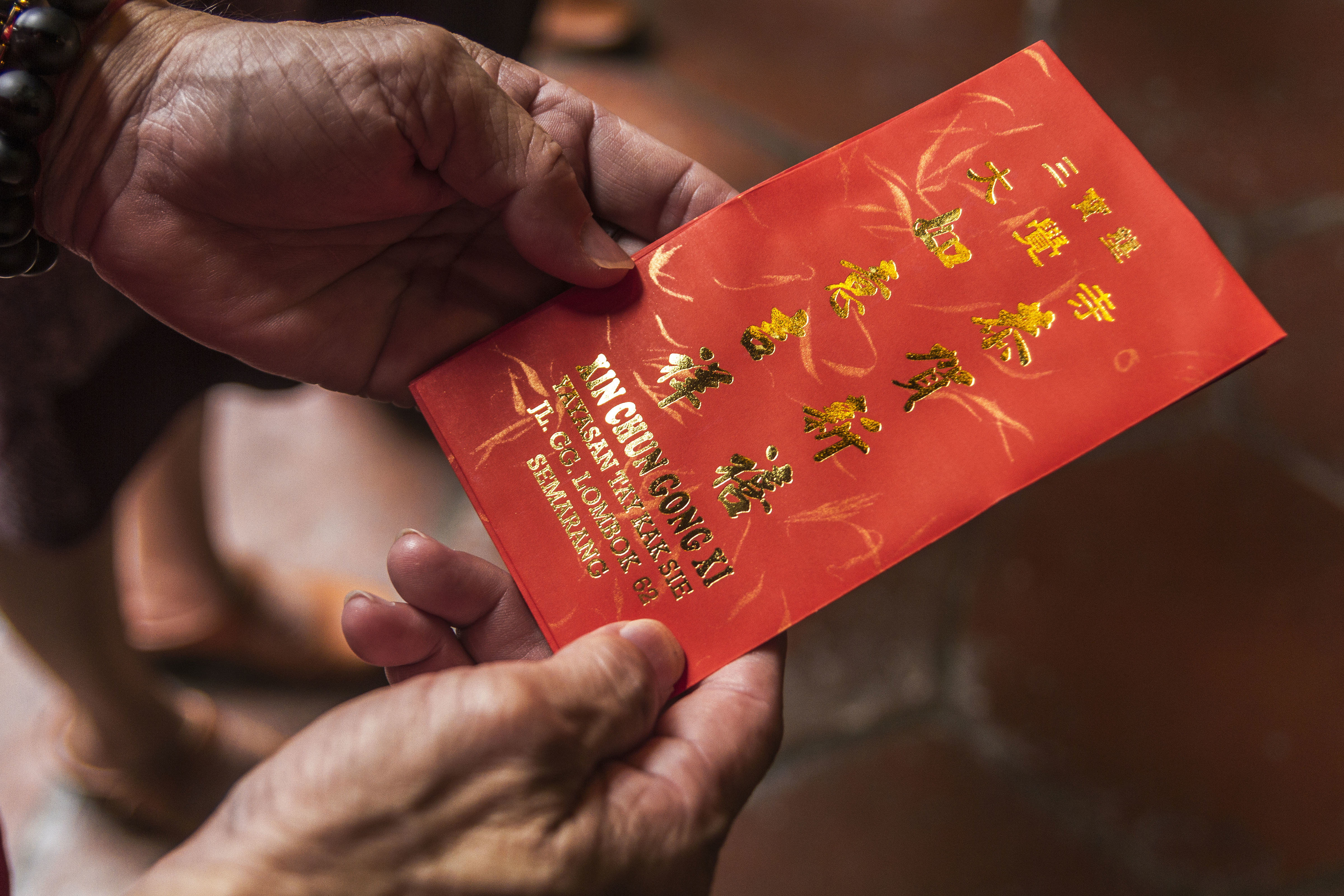 A donor seen holding a red envelope in Semarang City, Indonesia on Jan. 31 2016. NurPhoto/Getty Images