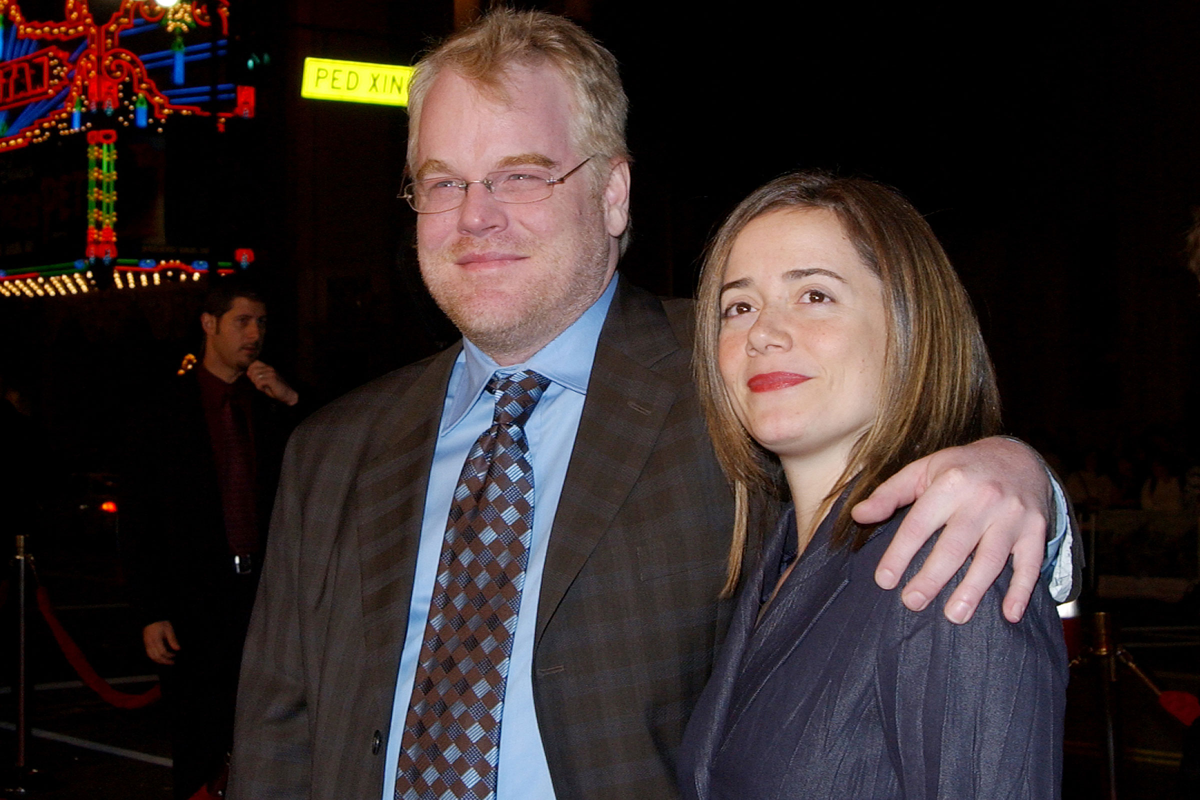 Philip Seymour Hoffman and Mimi O'Donnell at a premiere at Mann's Chinese Theater in Hollywood, California in 2004.