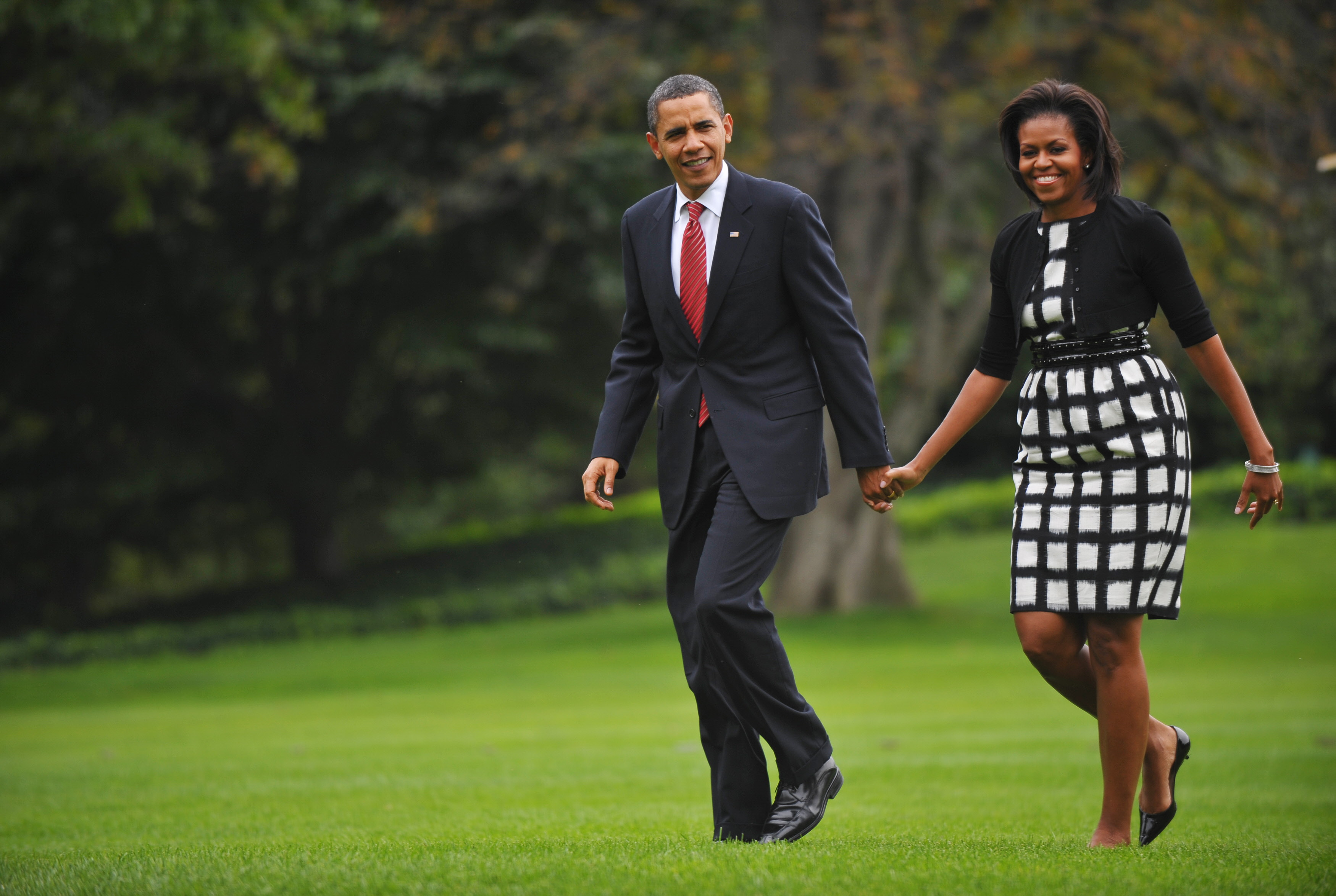 US President Barack Obama and First Lady Michelle Obama make their way from Marine One October 2, 2009 upon return to the White House in Washington, DC. Obama returned to Washington after a brief visit to Copenhagen to lobby for Chicagos bid to host the 2016 Olympics. Chicago lost to Rio de Janeiro.     AFP PHOTO/Mandel NGAN (Photo credit should read MANDEL NGAN/AFP/Getty Images)