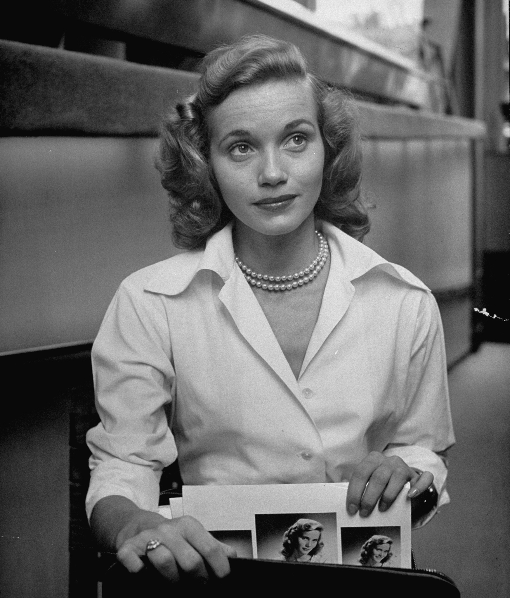Actress Eva Maria Saint, taking her portraits and calling cards from her briefcase.