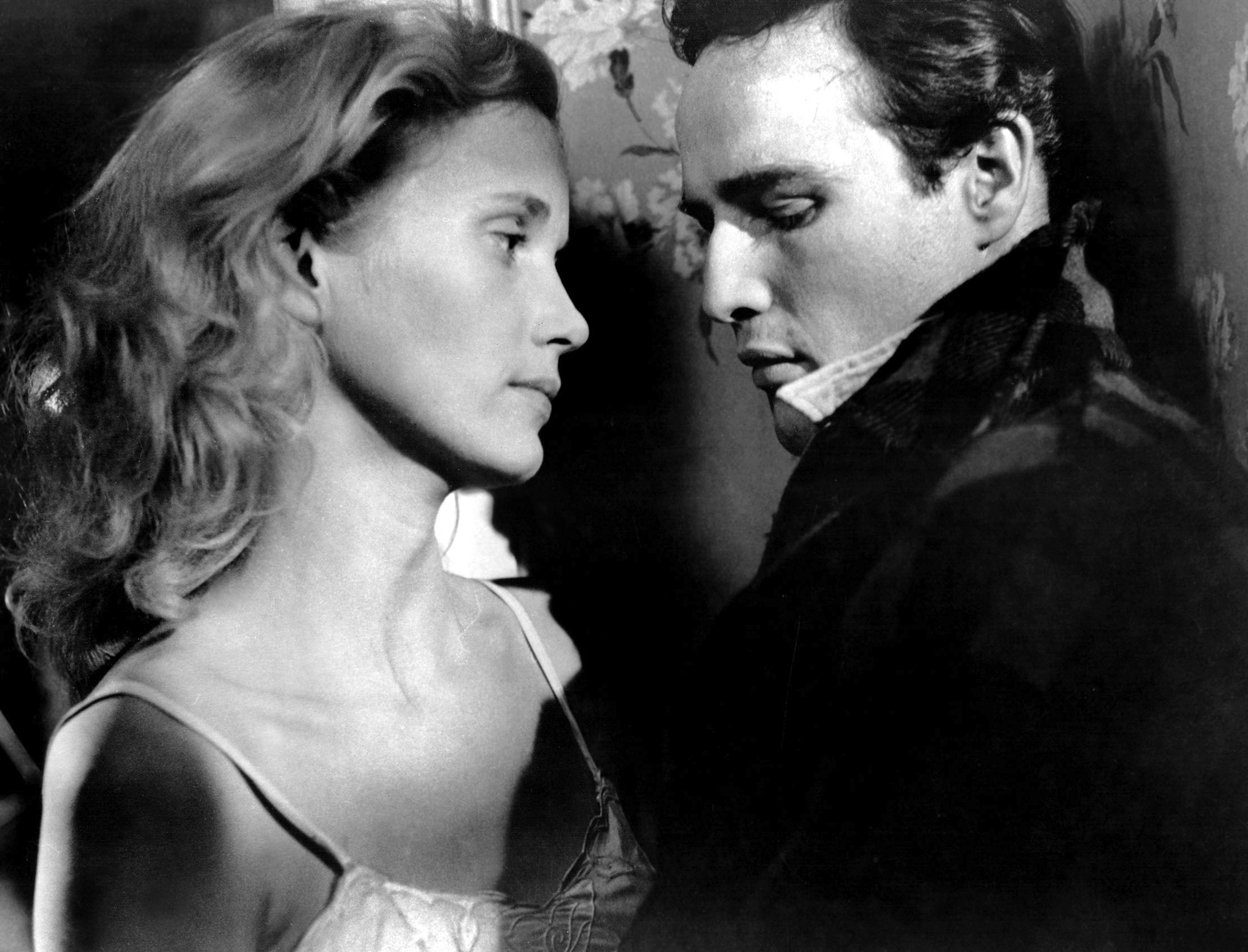 American actors Eva Marie Saint and Marlon Brando on the set of Waterfront, directed by Elia Kazan.