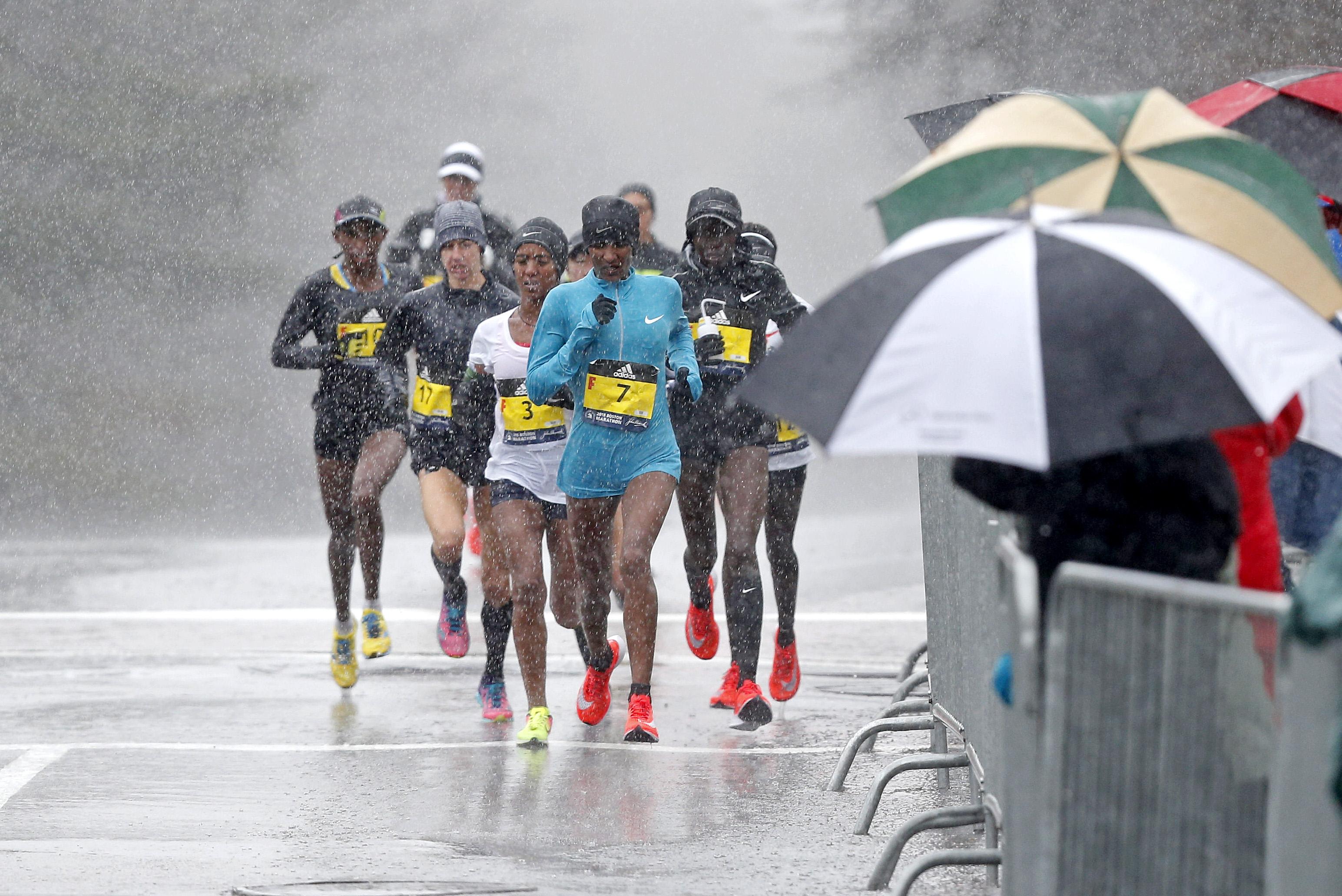 Mamitu Daska (ETH) leads the field during the 2018 Boston Marathon on Apr. 16, 2018