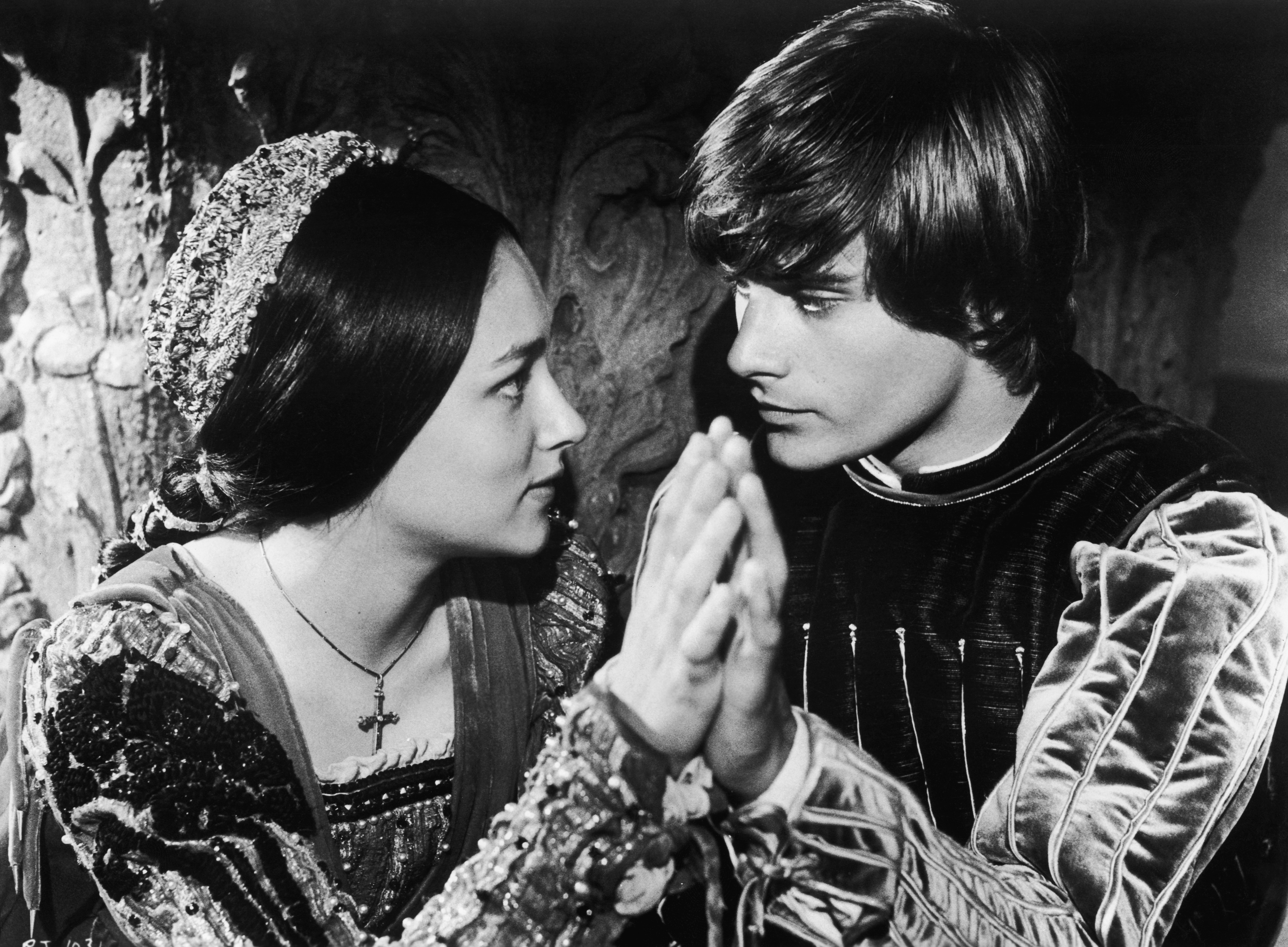 Leonard Whiting and Olivia Hussey in the title roles of Franco Zeffirelli's film version of Shakespeare's 'Romeo And Juliet', 1967. (Photo by Hulton Archive/Getty Images)