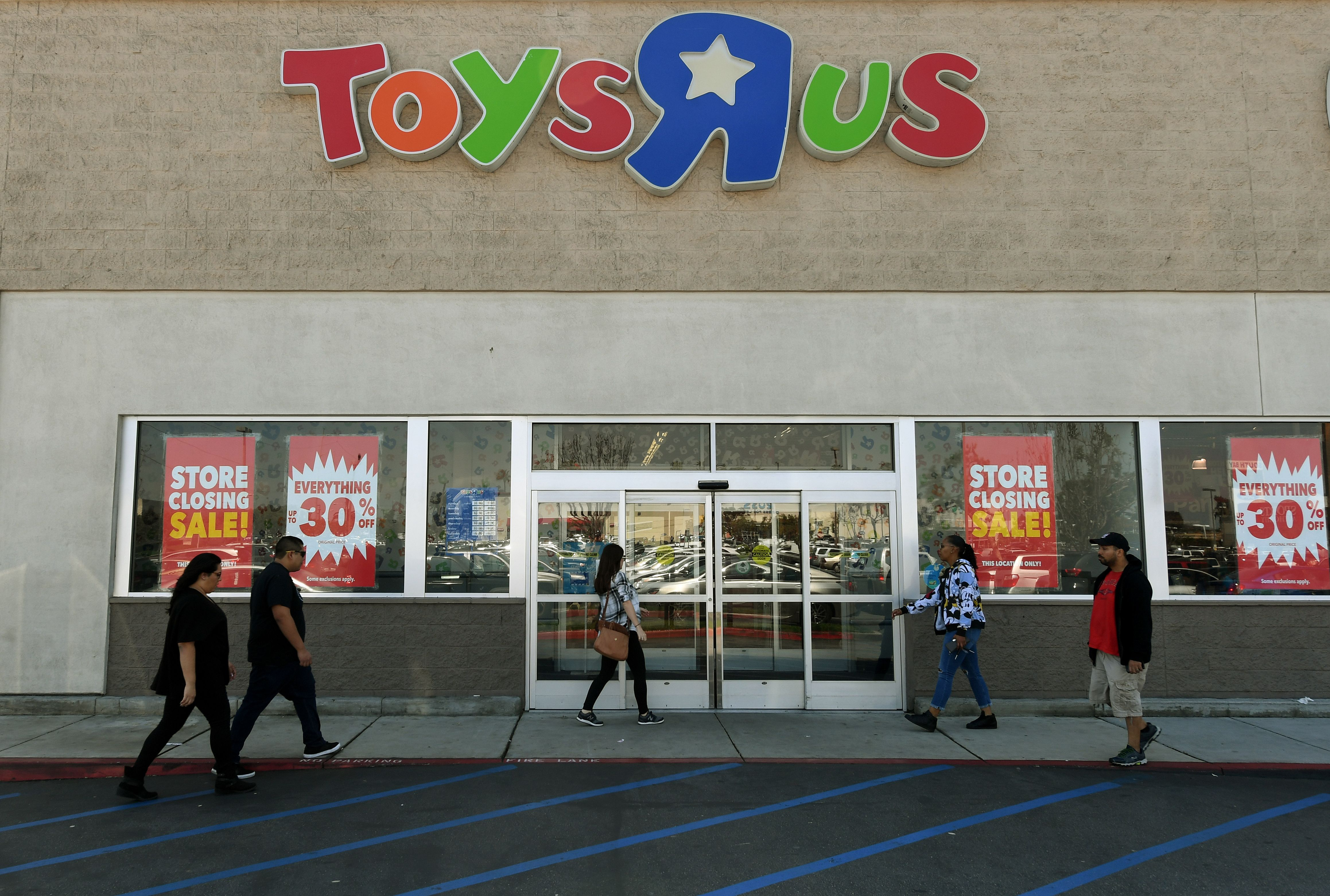 Customers shop at a Toys 'R' Us store, the iconic retail chain after it announced plans to shut all of its US stores, becoming one of the biggest casualties of the retail shakeout amid the rise of e-commerce, in Los Angeles, California on March 23, 2018.                 The debt-plagued company announced that it has filed a motion for bankruptcy court approval to liquidate its US operations, a move that could hit 33,000 jobs. / AFP PHOTO / Mark Ralston        (Photo credit should read MARK RALSTON/AFP/Getty Images)