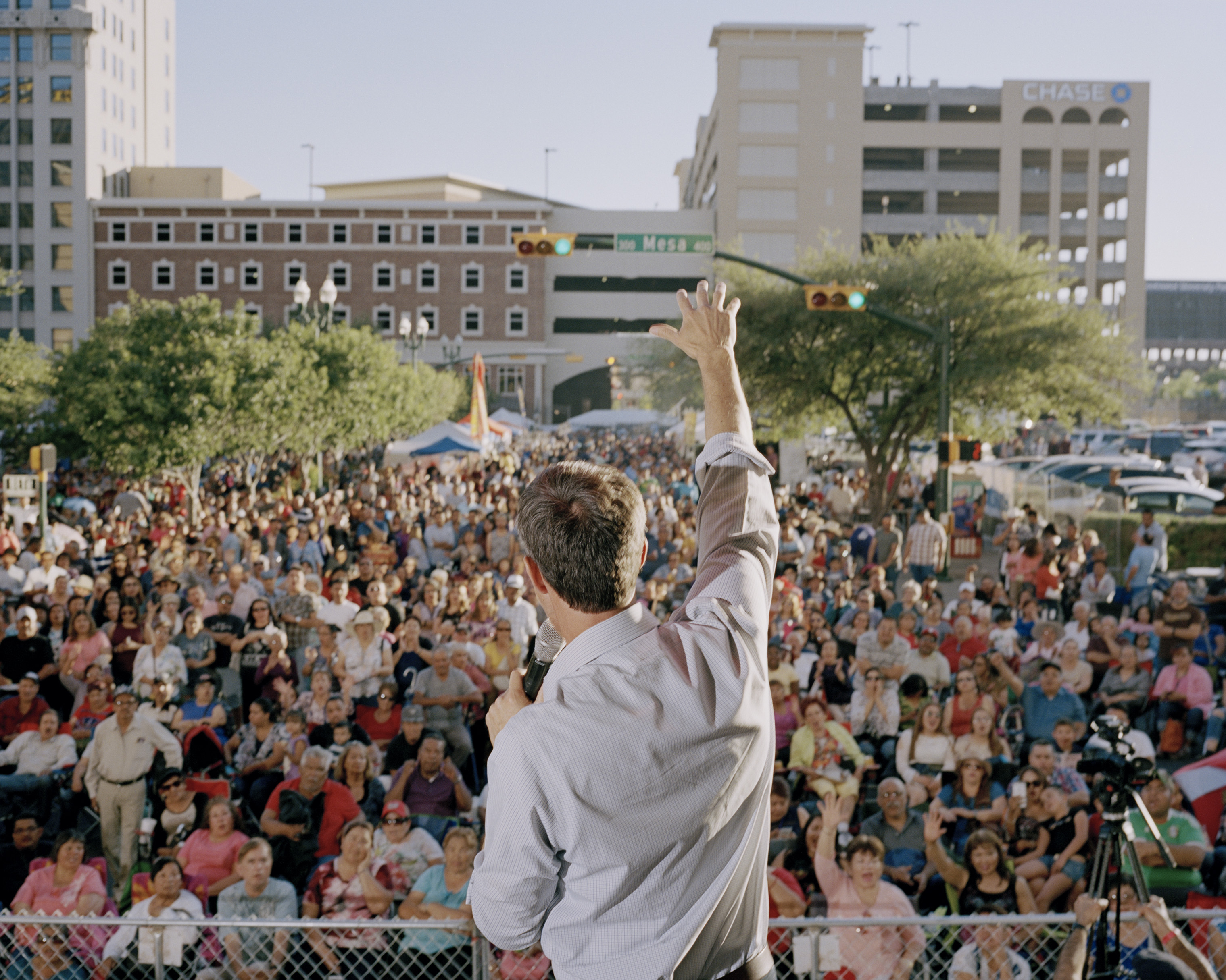 O'Rourke speaks to the crowd at the Mariachi Loco Music Festival in El Paso.
