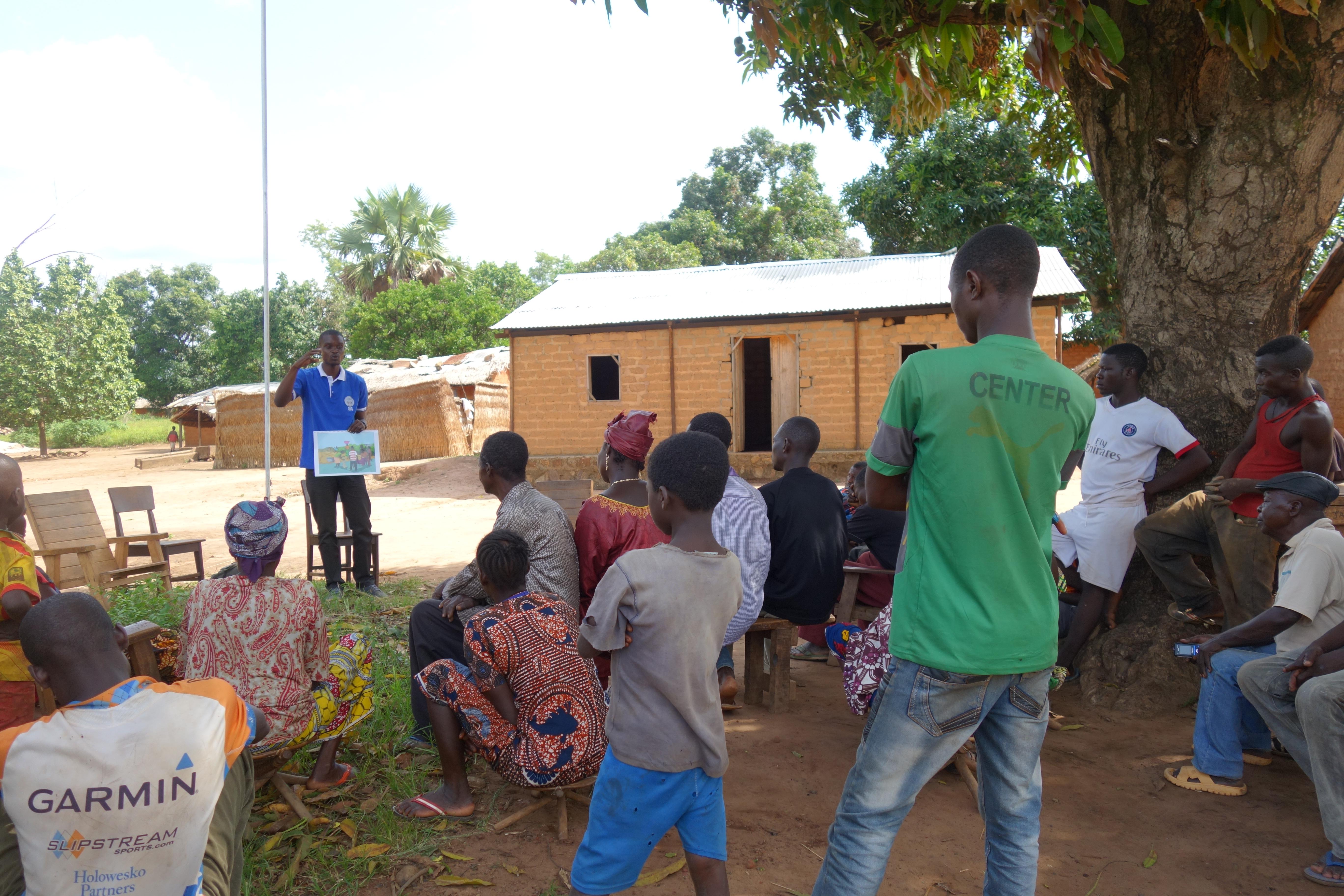 Child Soldiers International partner, Enfants Sans Frontieres, delivers community workshop on preventing child recruitment.