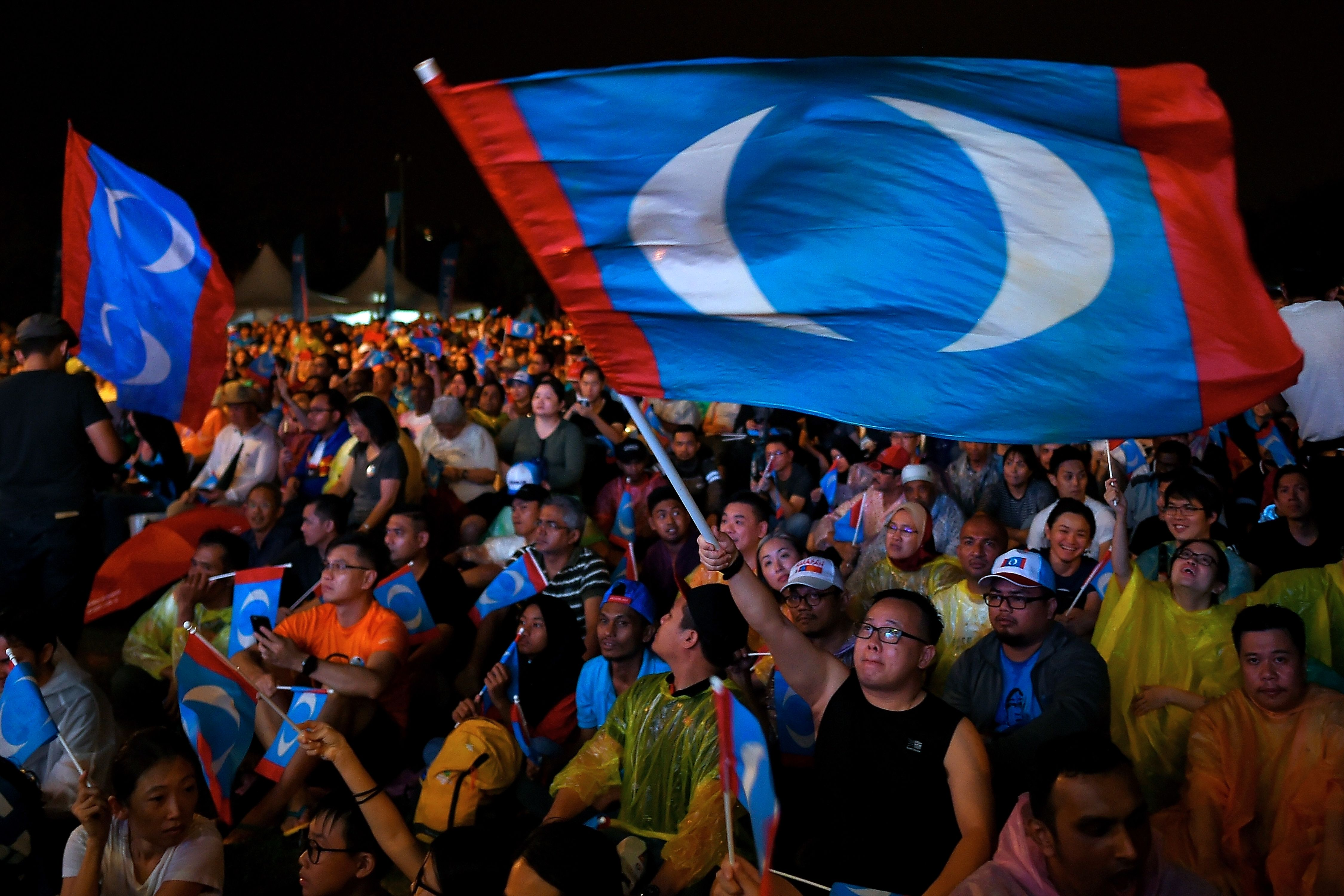 Supporters of former Malaysian prime minister and opposition party Pakatan Harapan's candidate Mahathir Mohamad attend a campaign rally ahead of the upcoming general elections to be held on May 9.