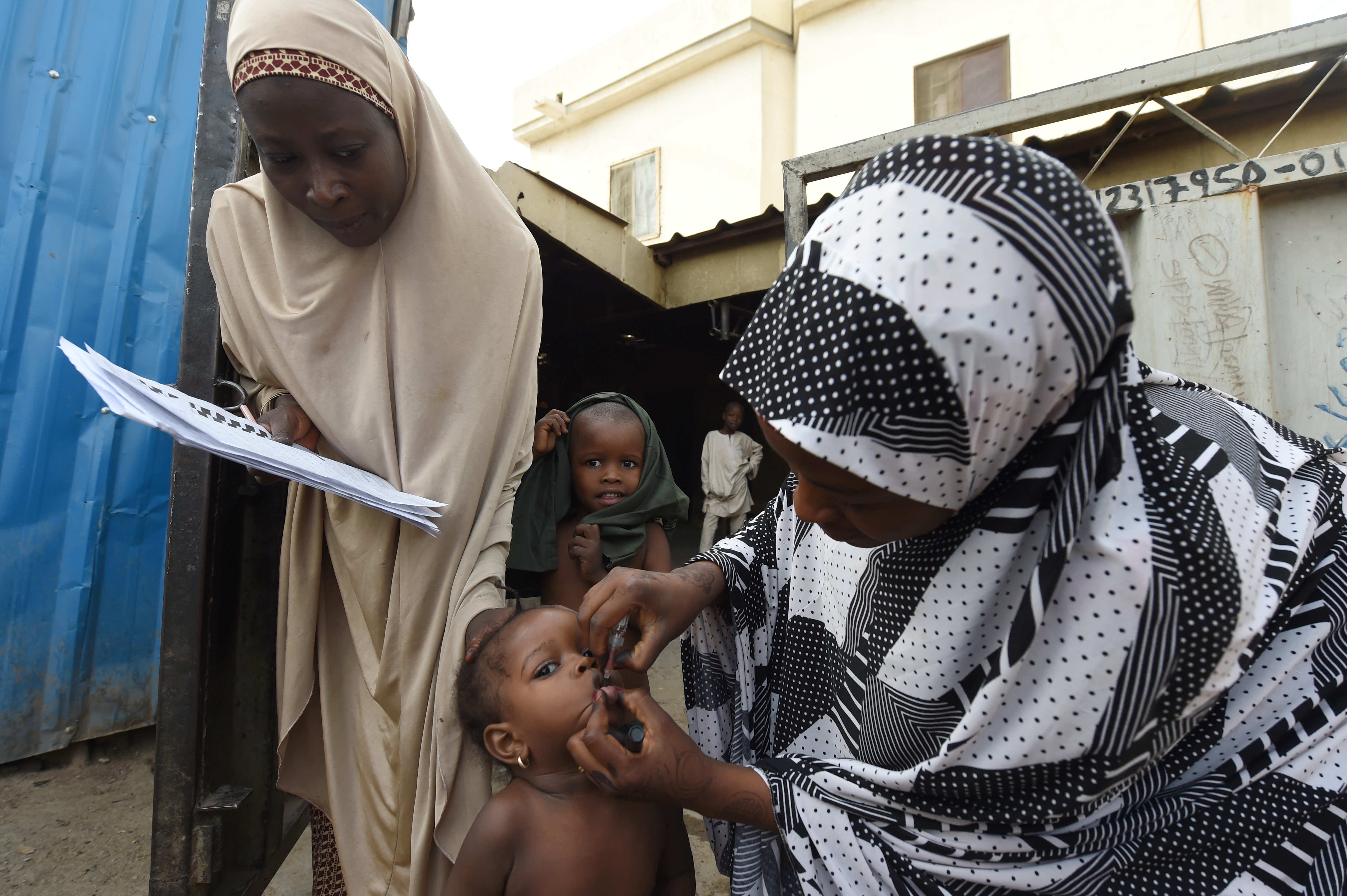 Health worker tries to immunise a child during vaccination campaign against polio at Hotoro-Kudu, Nassarawa district of Kano in northwest Nigeria, on April 22, 2017