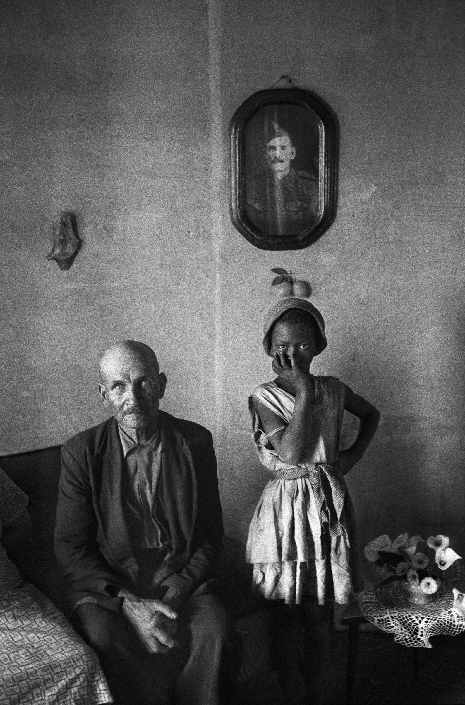 A plot-holder with the daughter of his servant, Wheatlands, Randfontein. September 1962