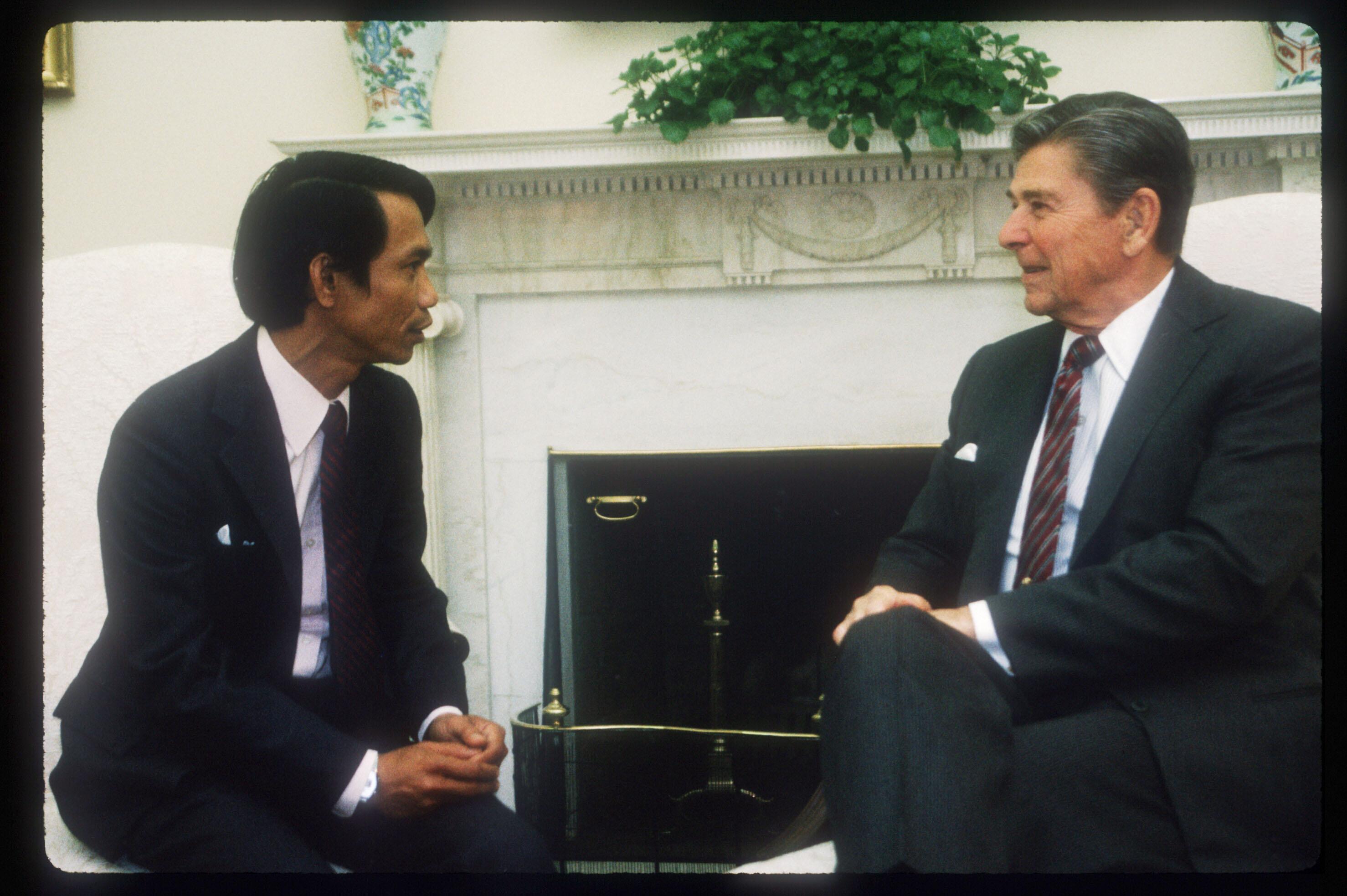 Dith Pran speaks with President Ronald Reagan May 24, 1985 in Washington, DC.