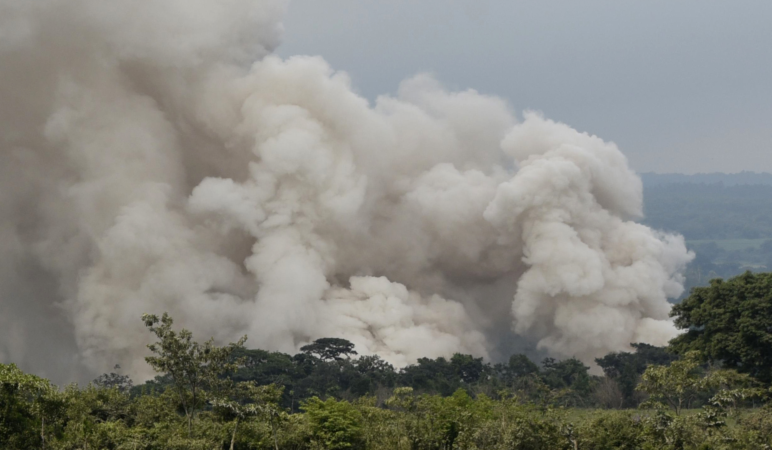 A new smoke column billows from the lower part of the Fuego Volcano forcing rescue operations to be suspended and the evacuation of everyone in the village of San Miguel Los Lotes, about 35 km southwest of Guatemala City, on June 5, 2018.