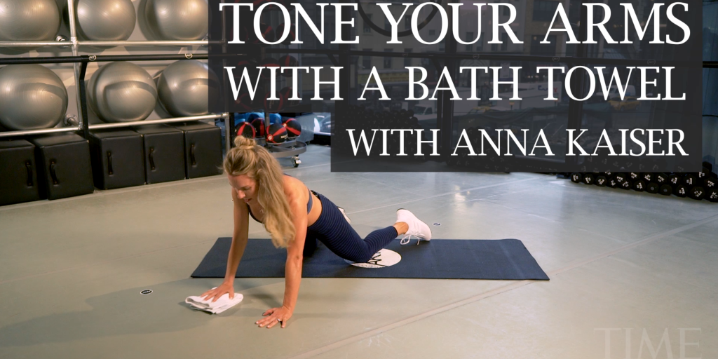 How to Seriously Tone Your Arms With Just a Bath Towel
