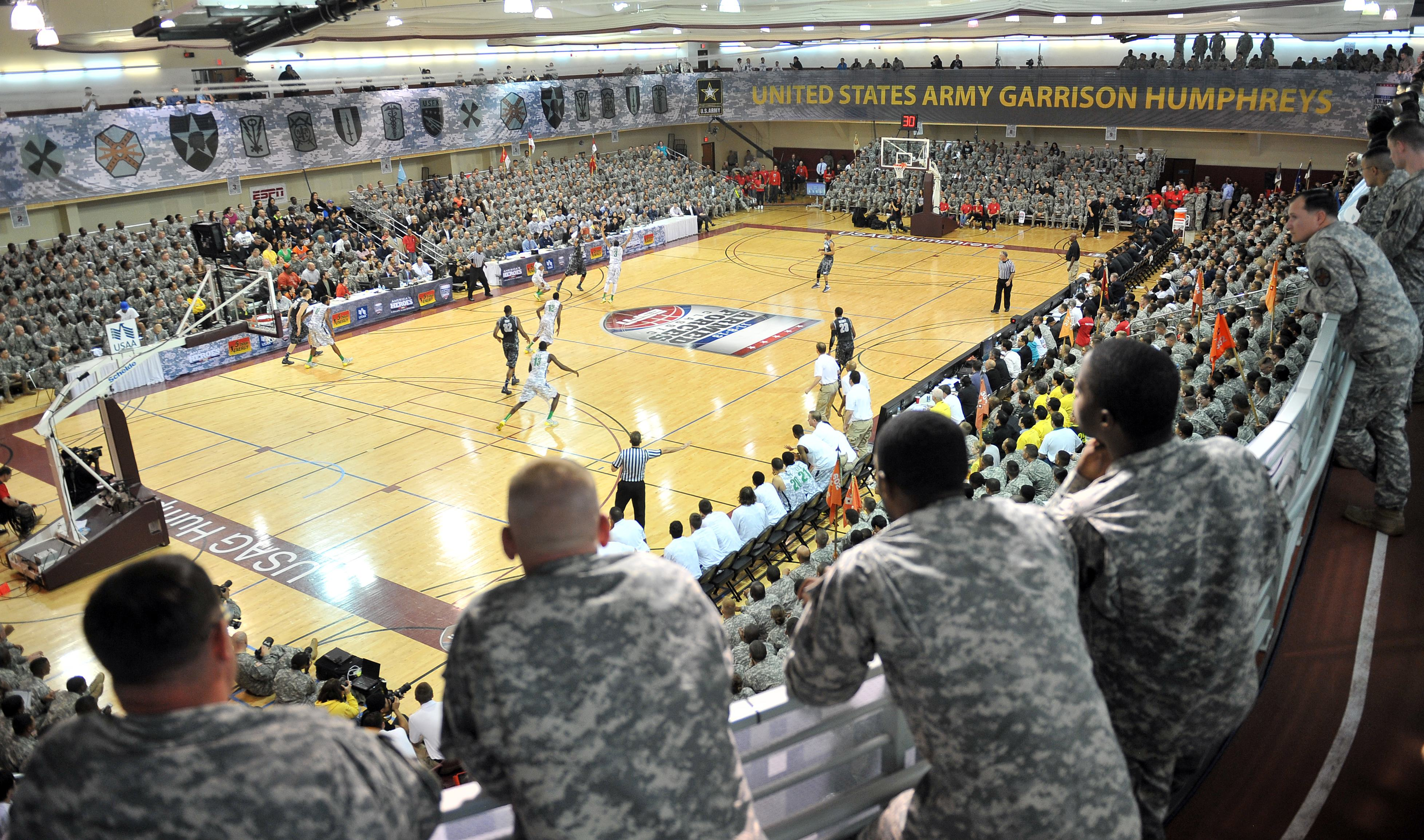US soldiers watch a game during the Armed Forces Classic of the US college basketball at Camp Humphreys in Pyeongtaek, November 9, 2013.