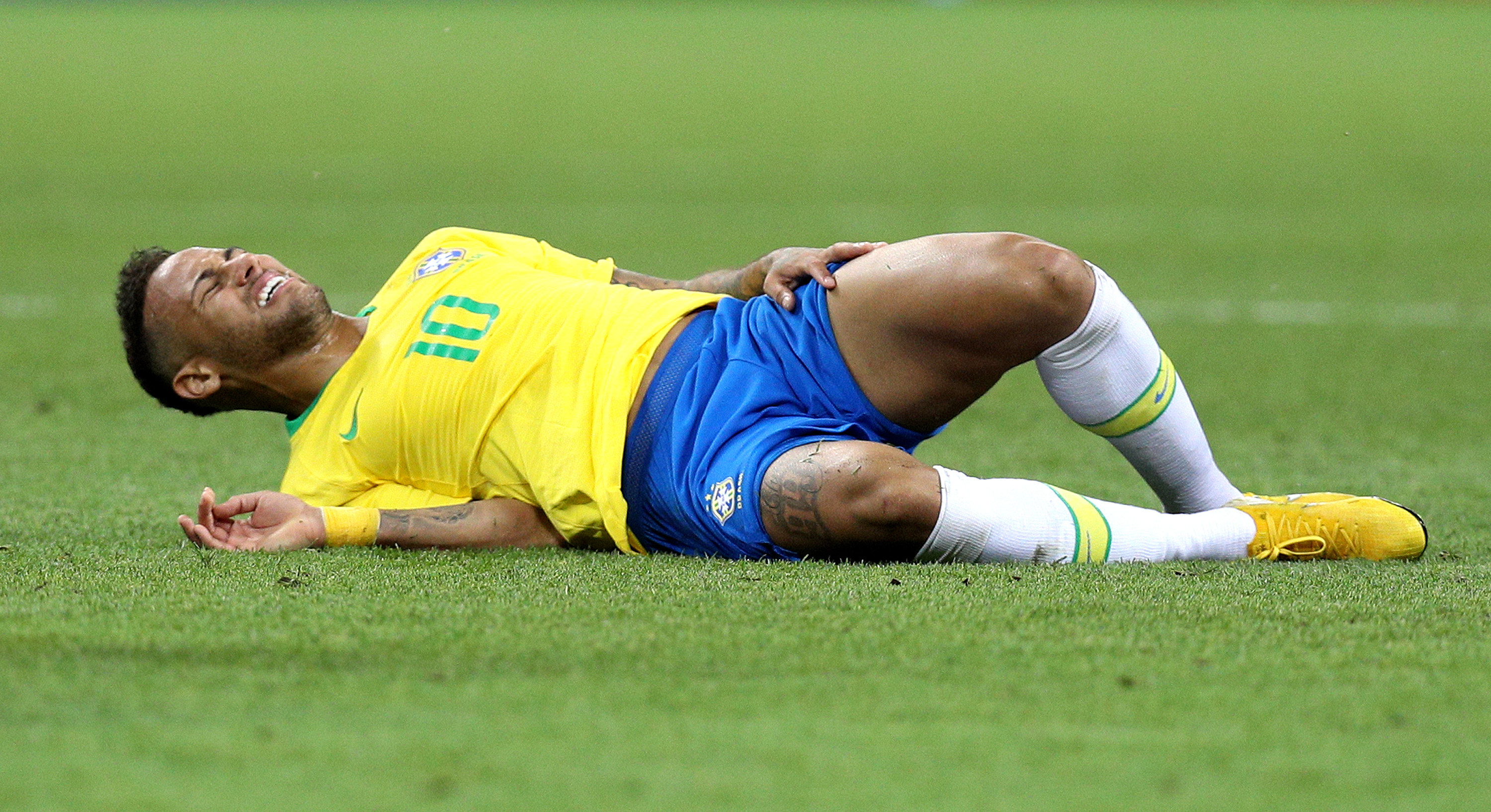 KAZAN, RUSSIA - JULY 06:  Neymar Jr of Brazil goes down injured during the 2018 FIFA World Cup Russia Quarter Final match between Brazil and Belgium at Kazan Arena on July 6, 2018 in Kazan, Russia.  (Photo by Buda Mendes/Getty Images)