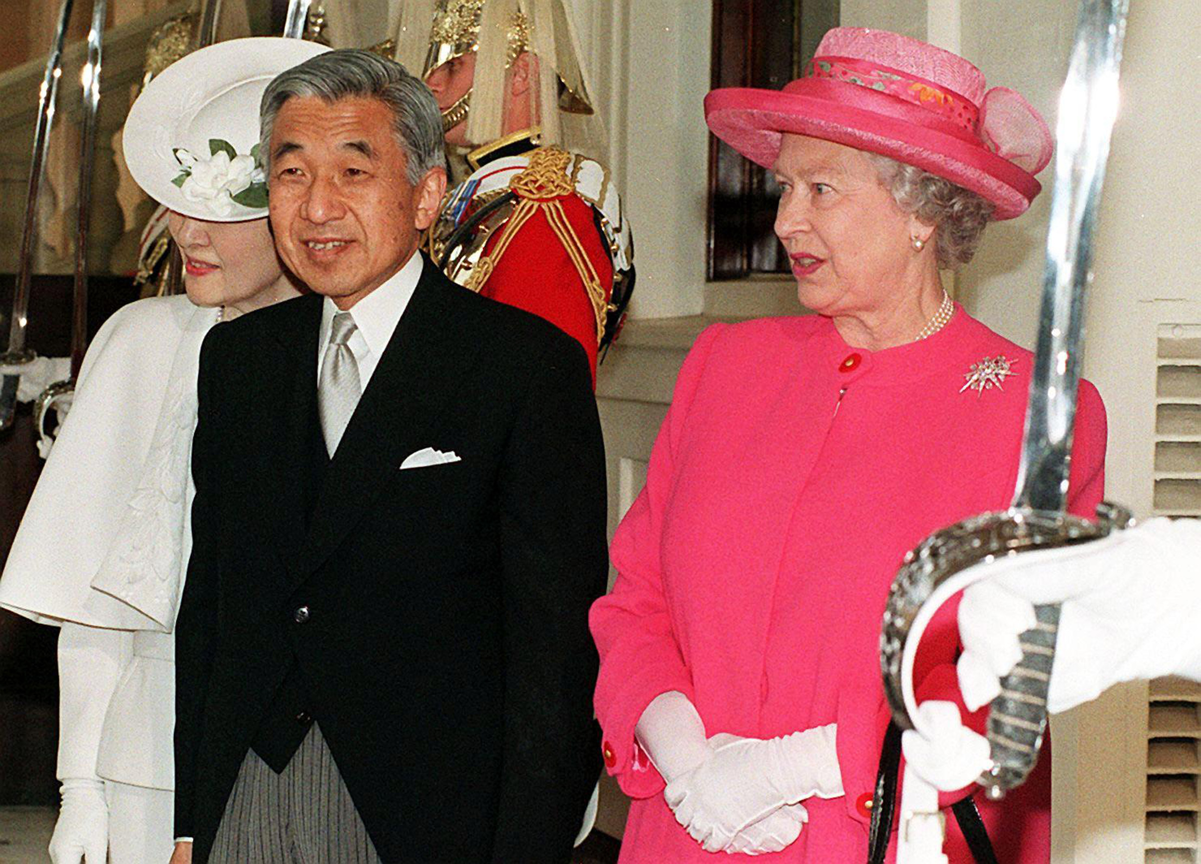 Queen Elizabeth II welcomes the Japanese Emperor Akihito and Empress Michiko to Buckingham Palace on May 26, 1998.