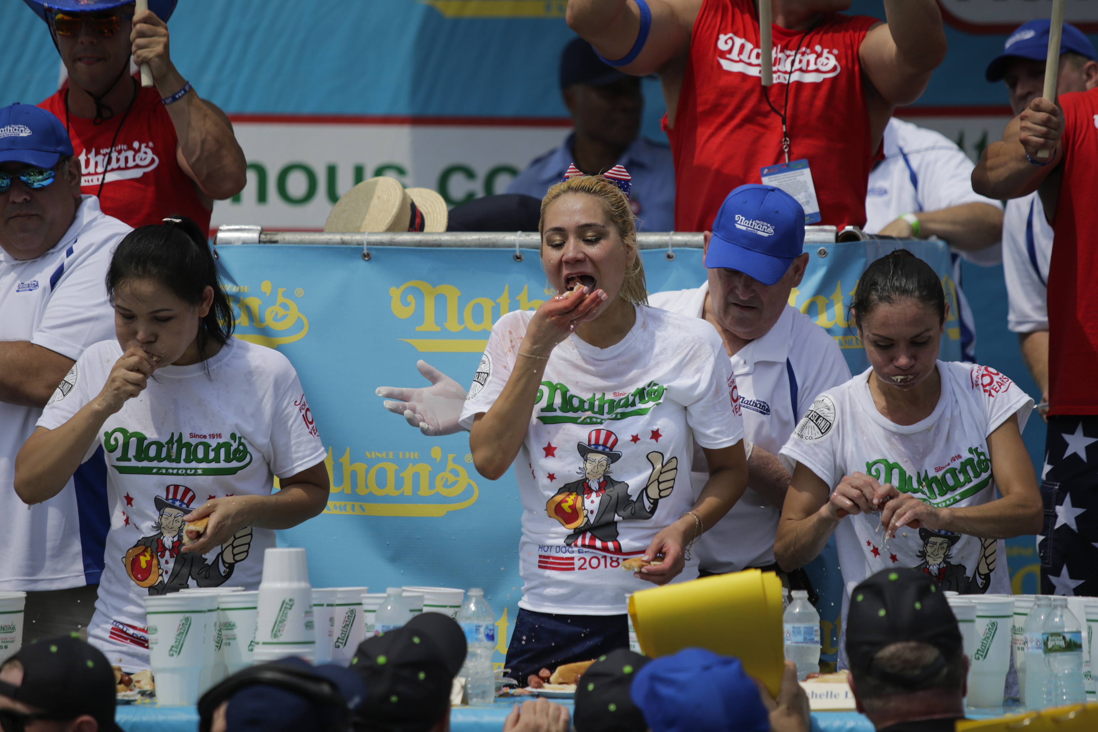 Joey Chestnut Wins 2018 Nathan S Hot Dog Eating Contest Time
